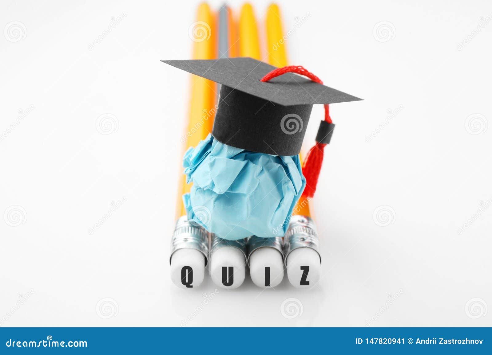 Potloden met QUIZinschrijving Document onderwijscijfer met graduatie GLB