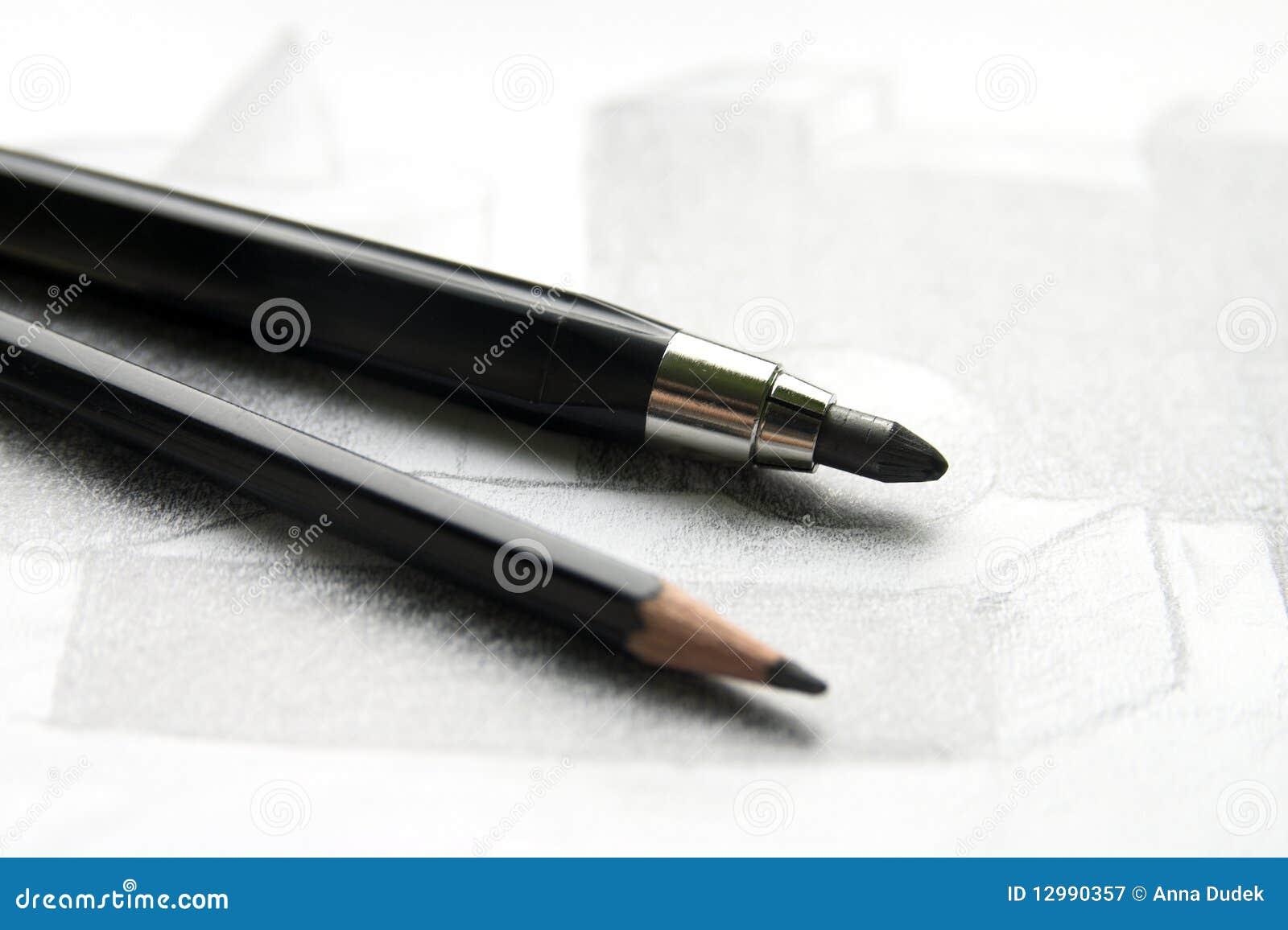Potloden op een schets