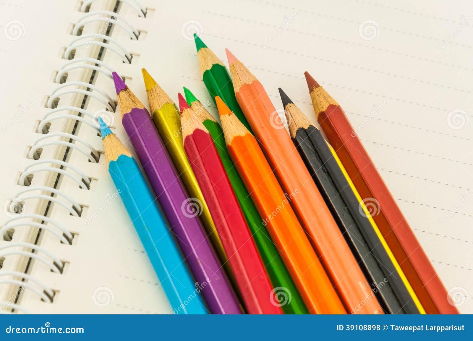 Potloden op notaboek