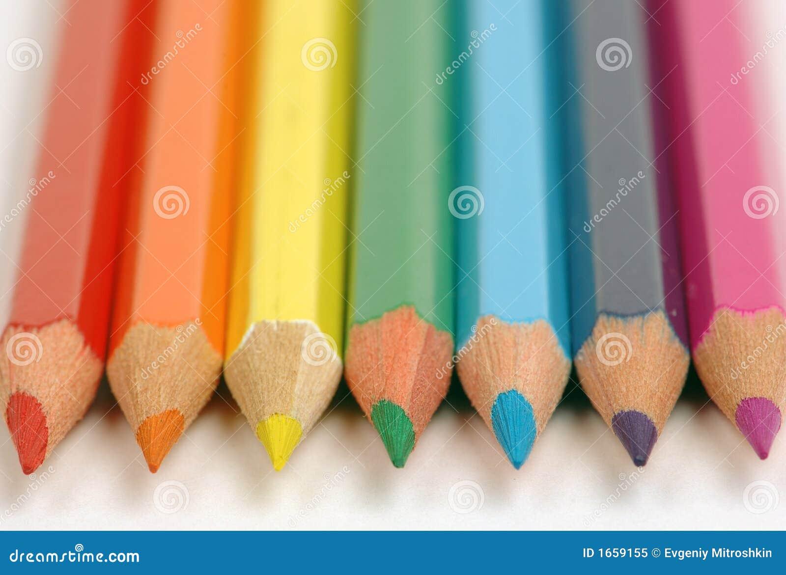 Potloden van kleur van een regenboog