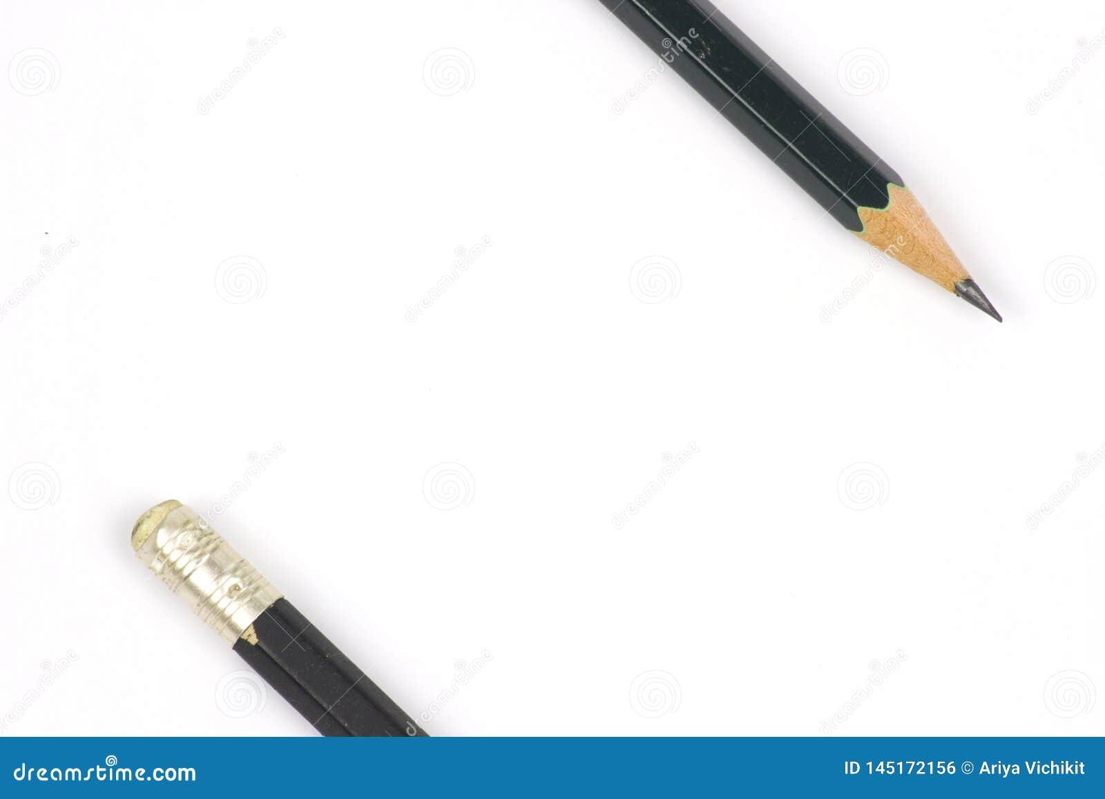 Potlood met het scherpen op witte achtergrond