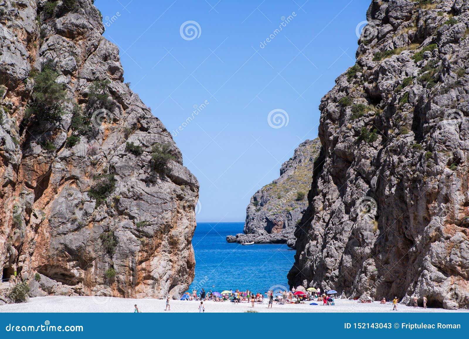 Potok De pareis Sa Calobra Mallorca, Hiszpania Pięknej zatoki plaży turkusowe denne góry, Cala Sa Calobra
