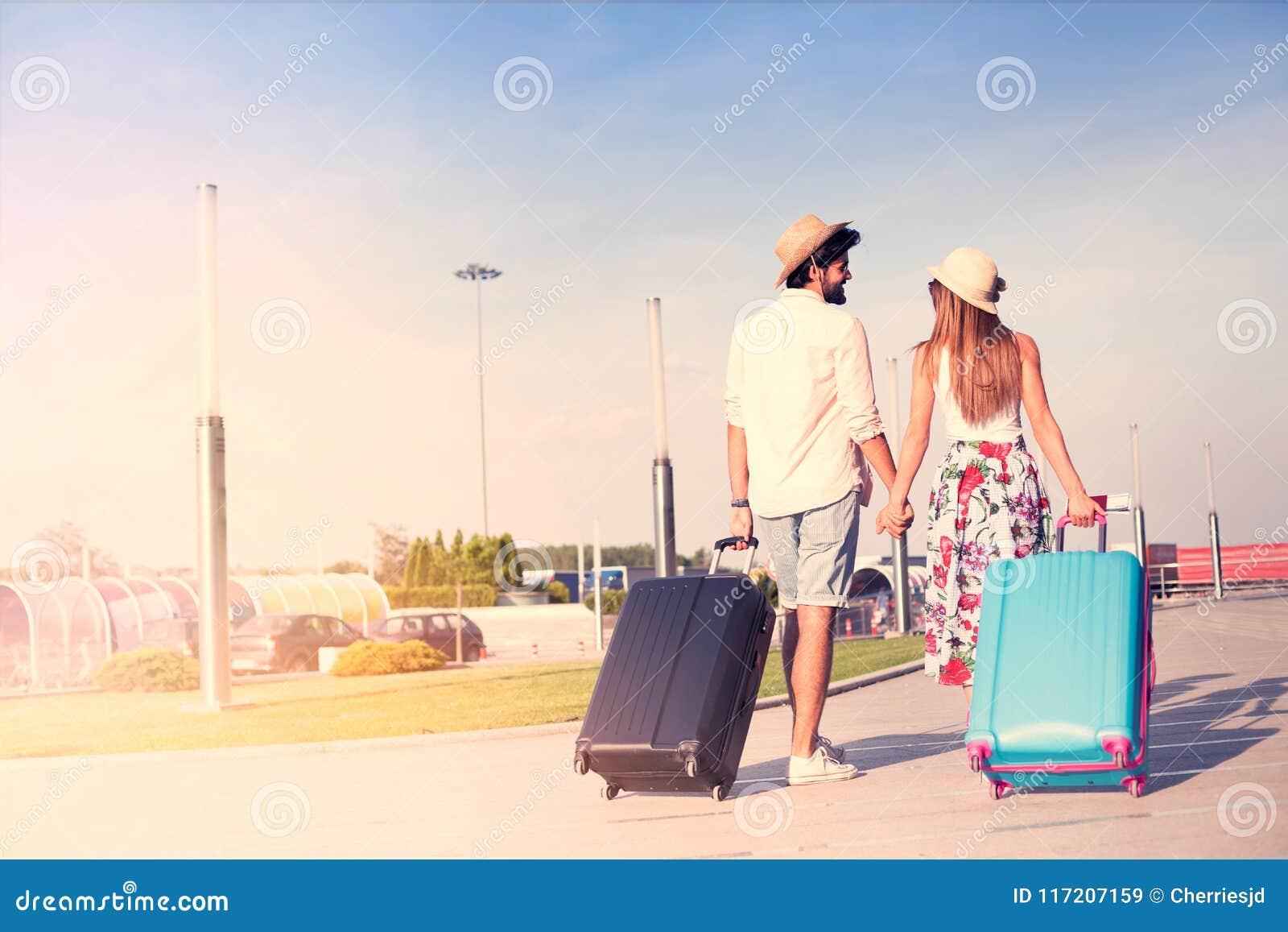 Potomstwa dobierają się podróżować z bagażem