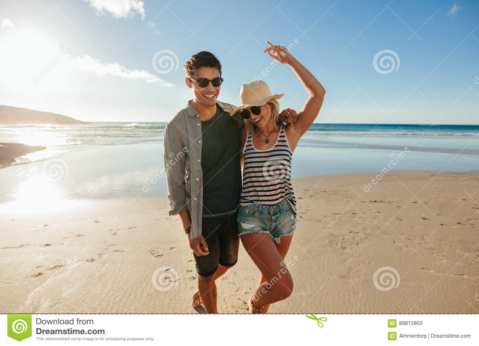 Potomstwa dobierają się w miłości cieszy się na plaży