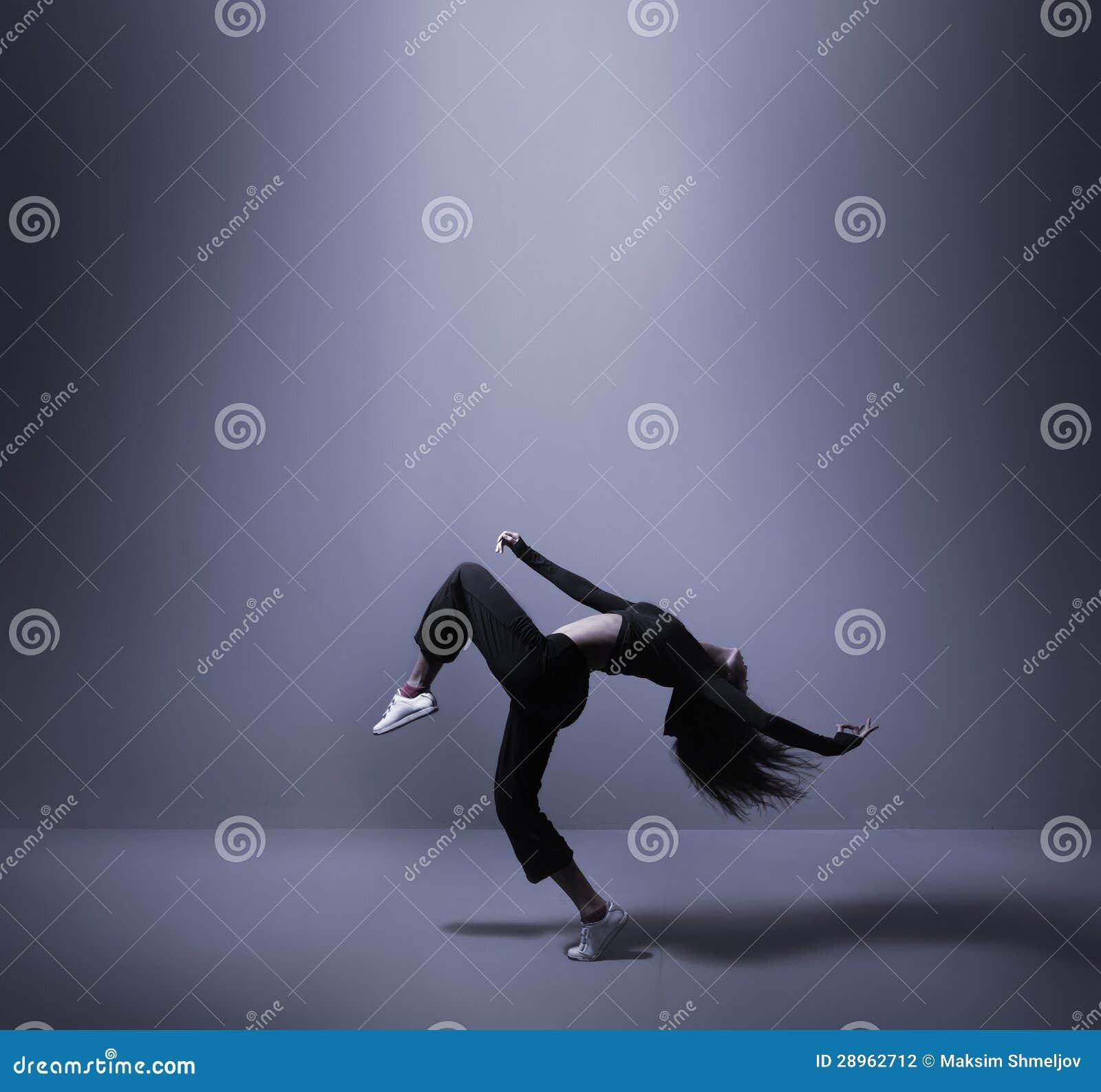 Potomstwa i dysponowany kobieta taniec w sporty odziewają