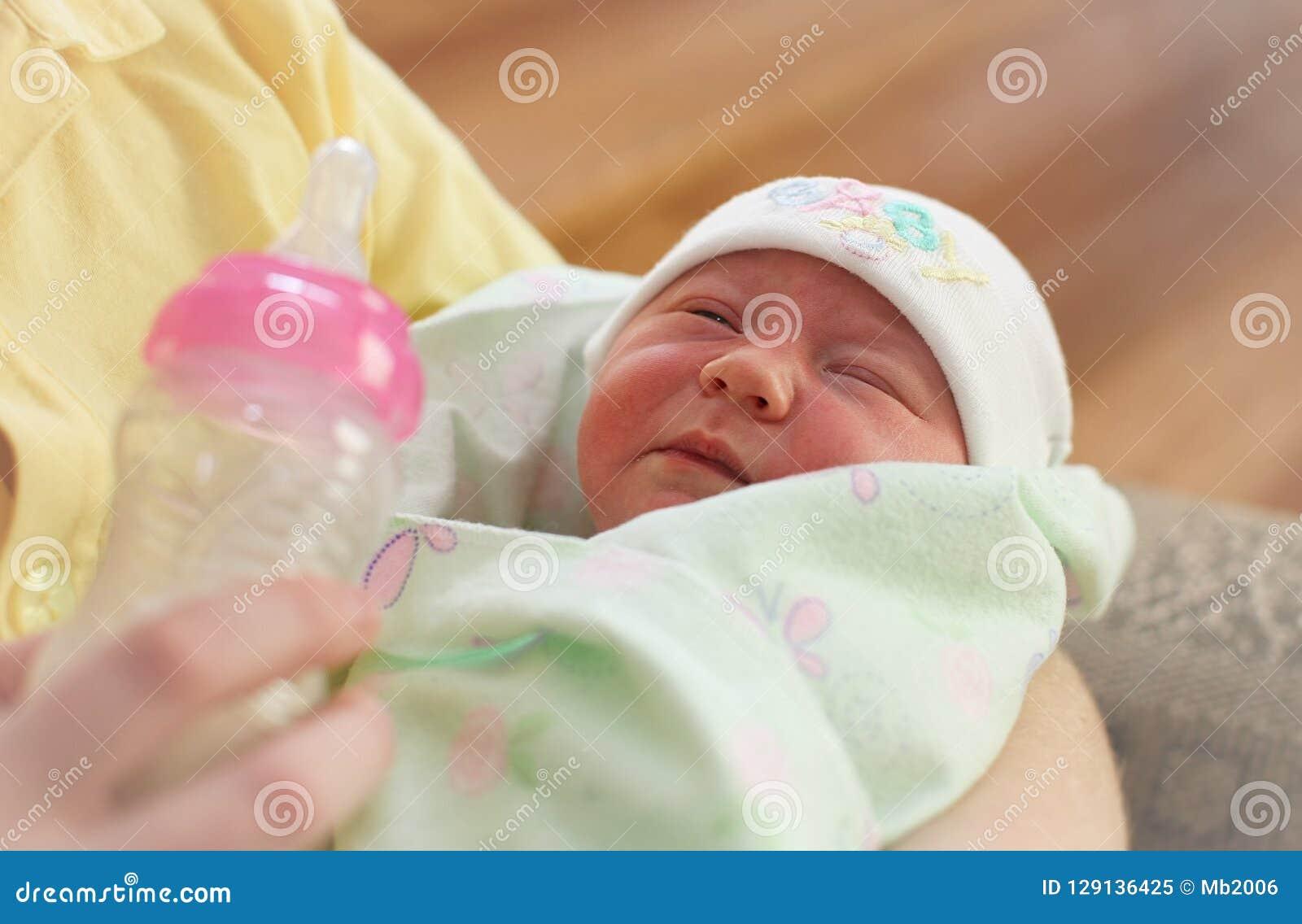 Potomstwa macierzyści i nowonarodzony dziecko
