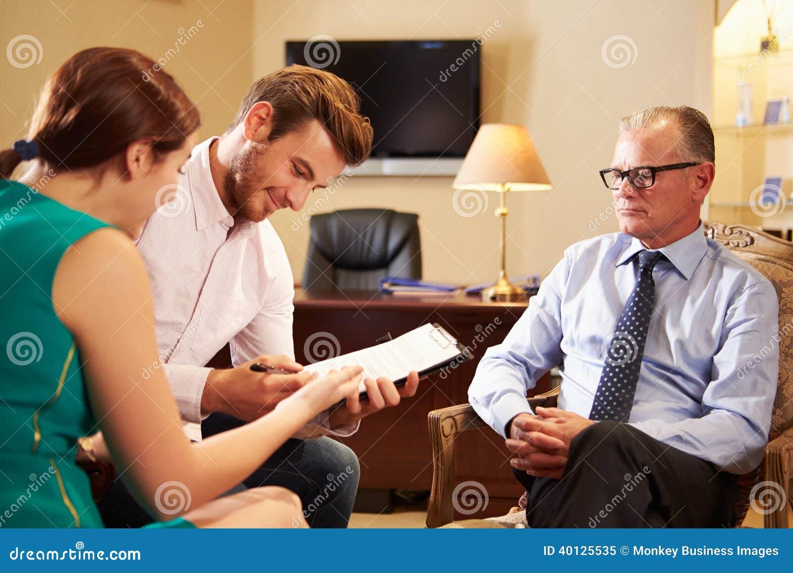 Potomstwo para Opowiada Pieniężny Advisor W biurze