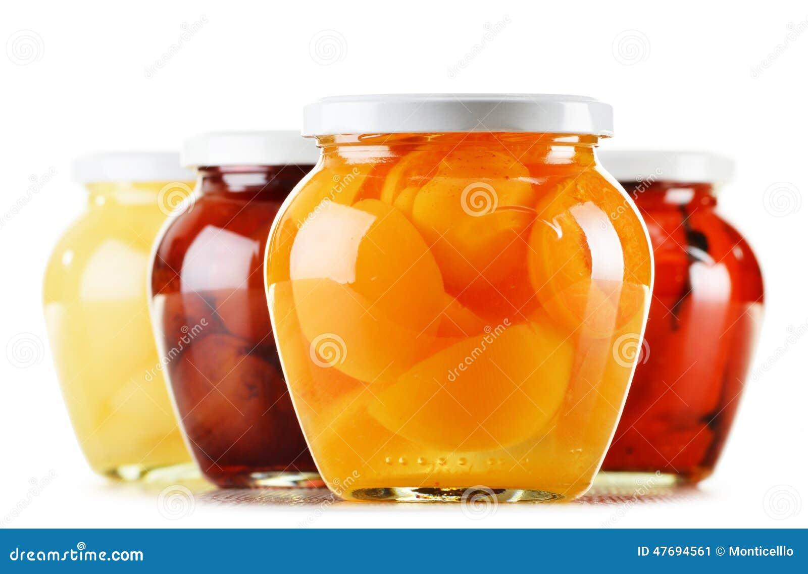 pots avec les compotes fruit es sur le blanc conserve de fruits photo stock image 47694561. Black Bedroom Furniture Sets. Home Design Ideas