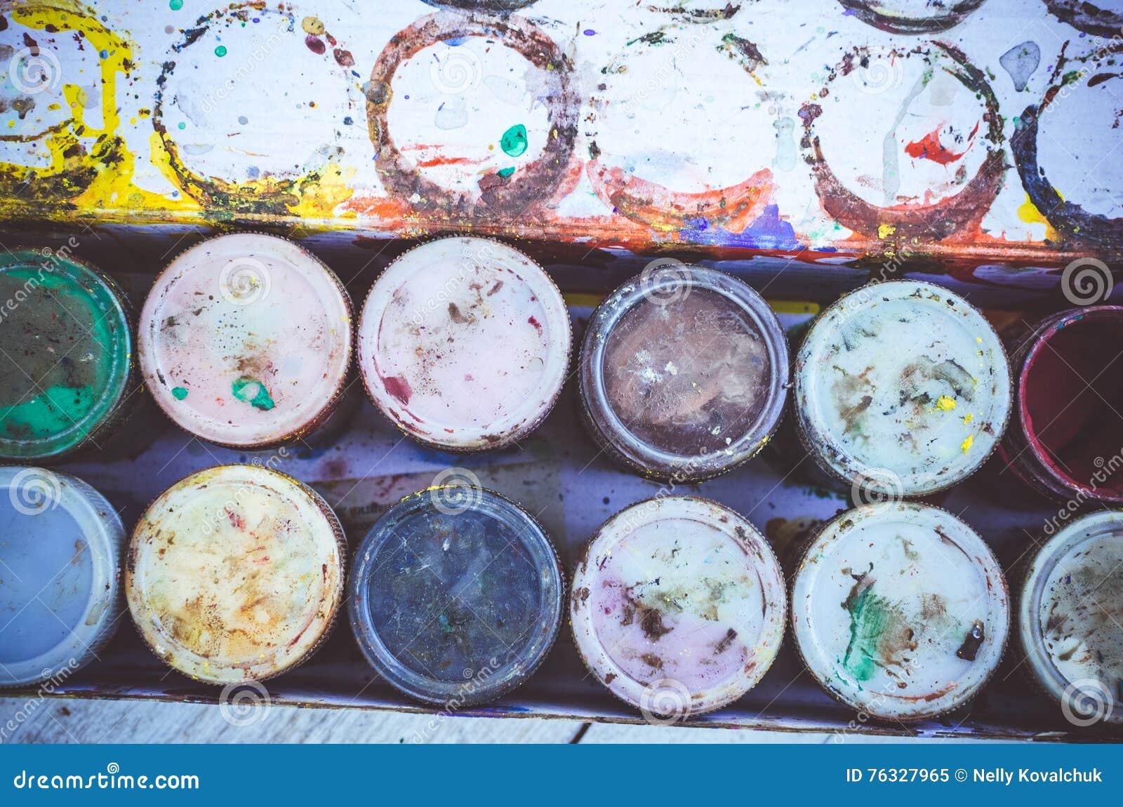 Pots De Peinture De Gouache Image Stock Image Du Classe Retrait