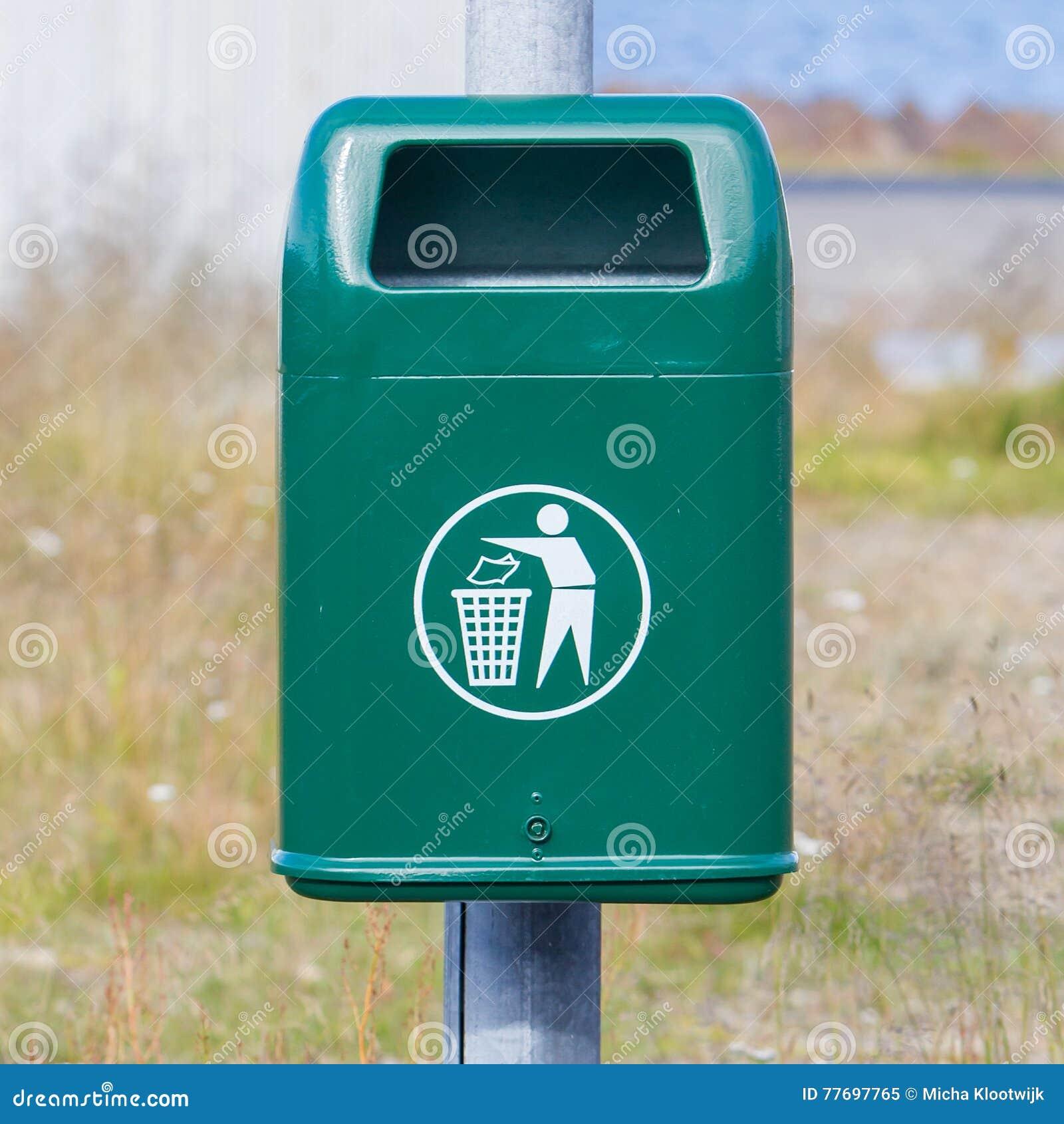 Poubelle de déchets en métal