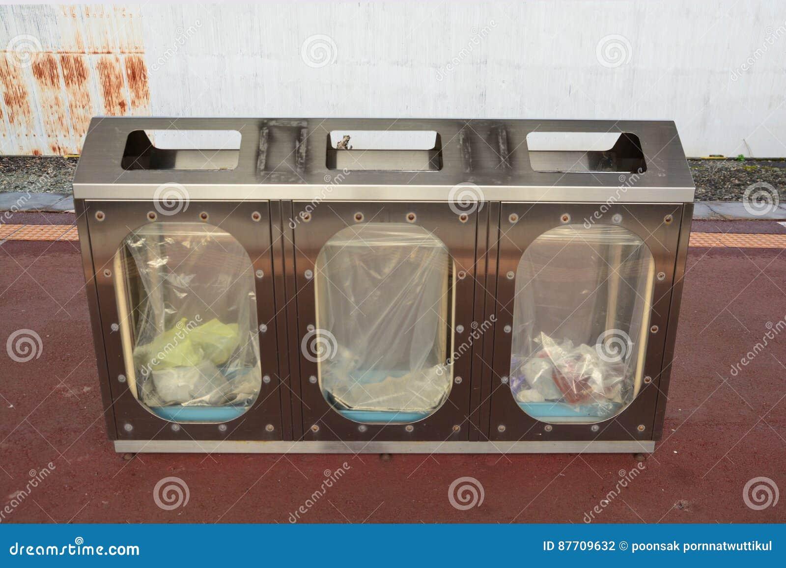 Poubelles de réutilisation et de déchets