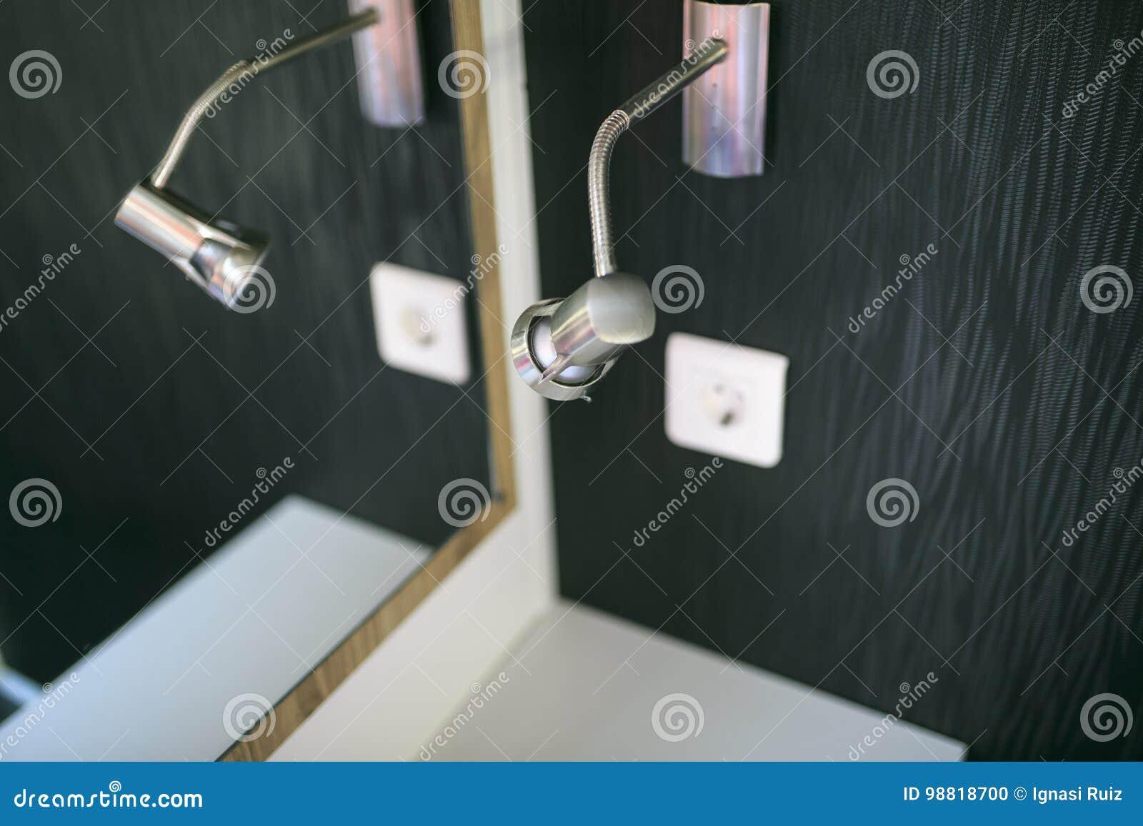 Pouca lâmpada em um toilette