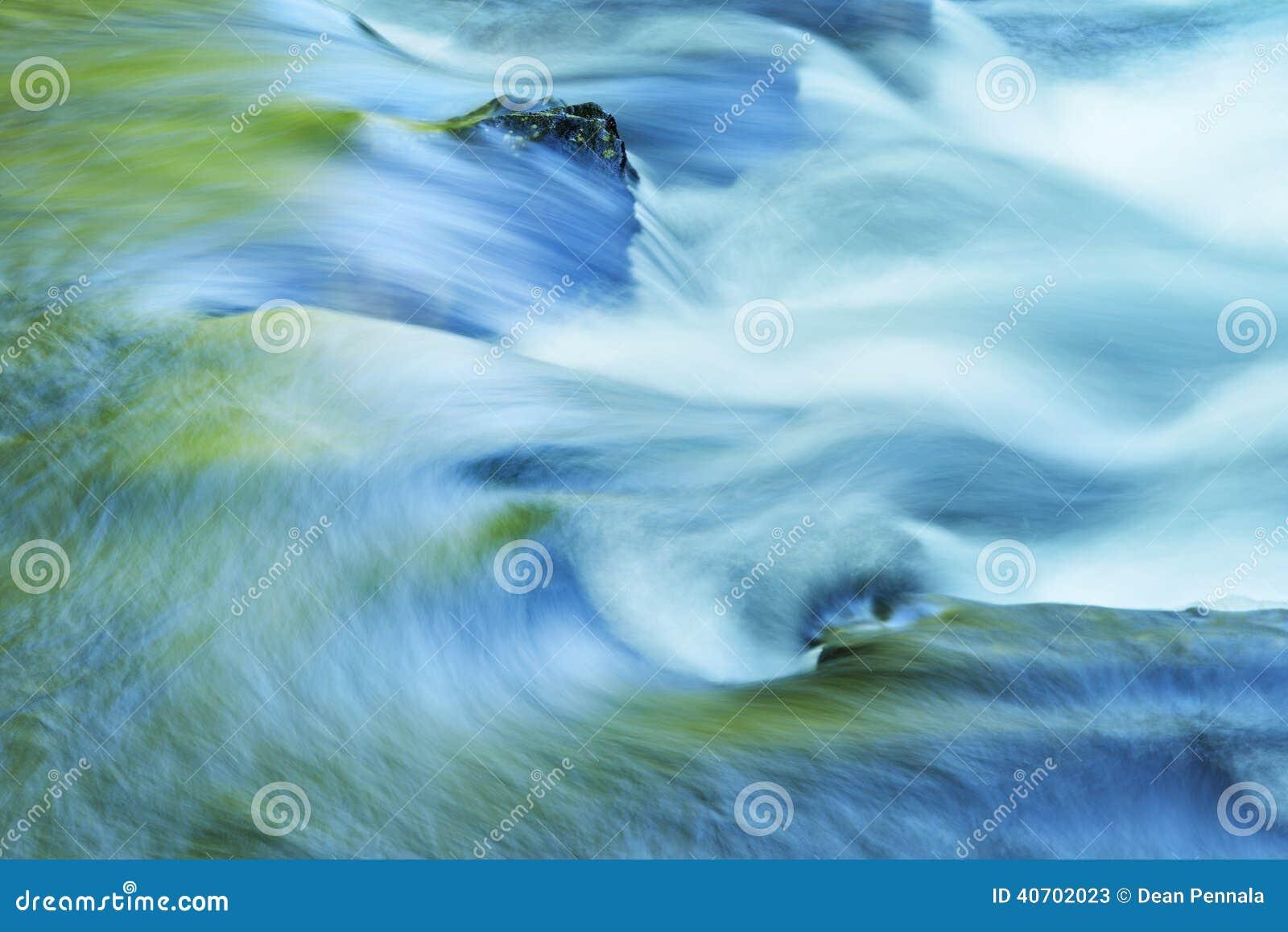 Poucos Rapids do rio