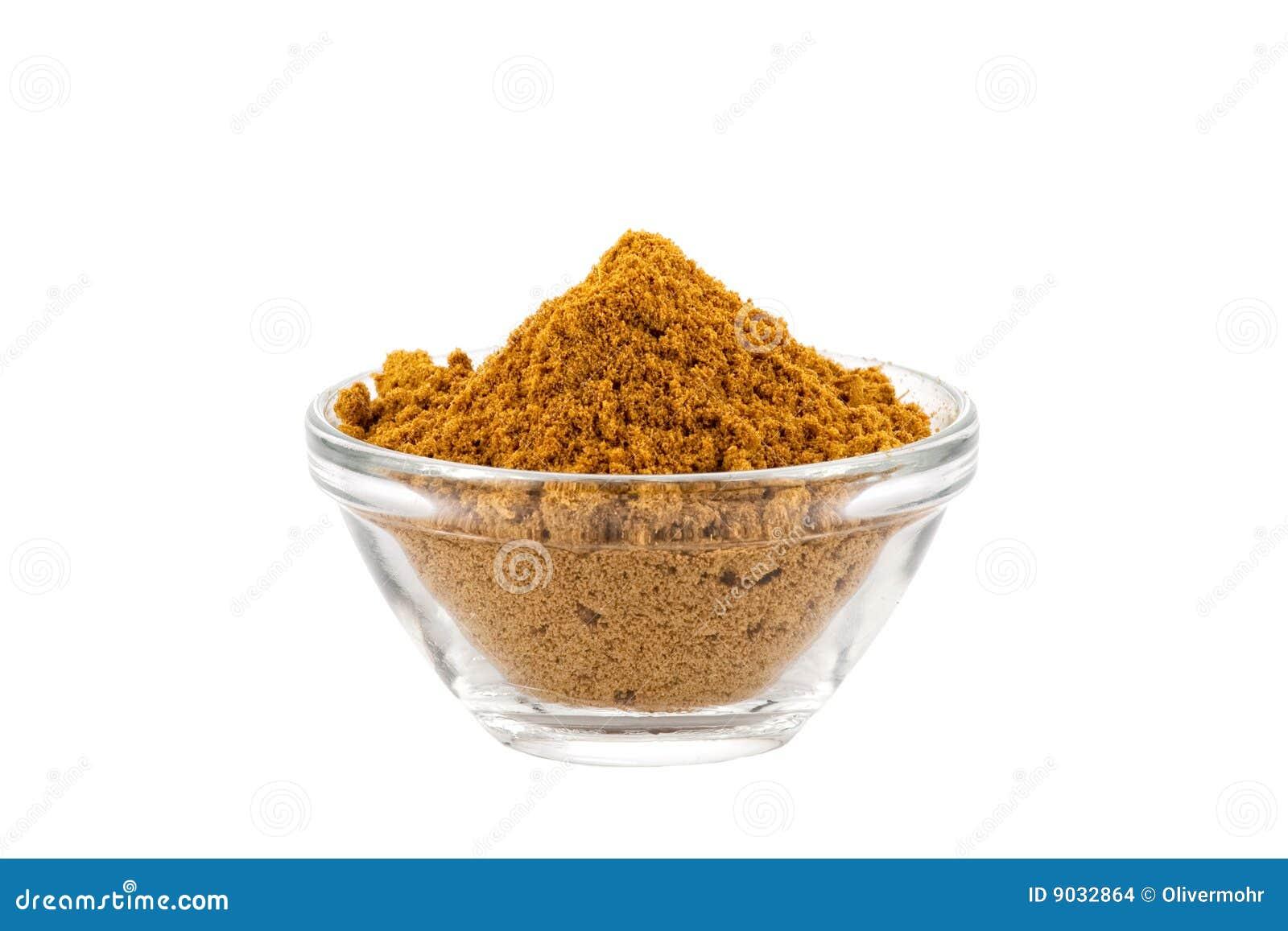 Poudre de cari chaude de Madras dans la cuvette en verre
