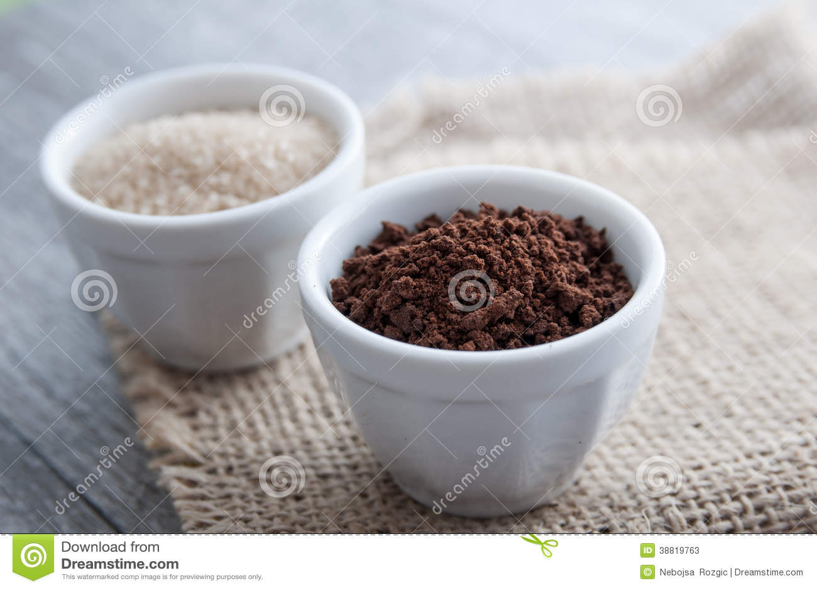 poudre et sucre roux de caf de ness photo stock image 38819763. Black Bedroom Furniture Sets. Home Design Ideas