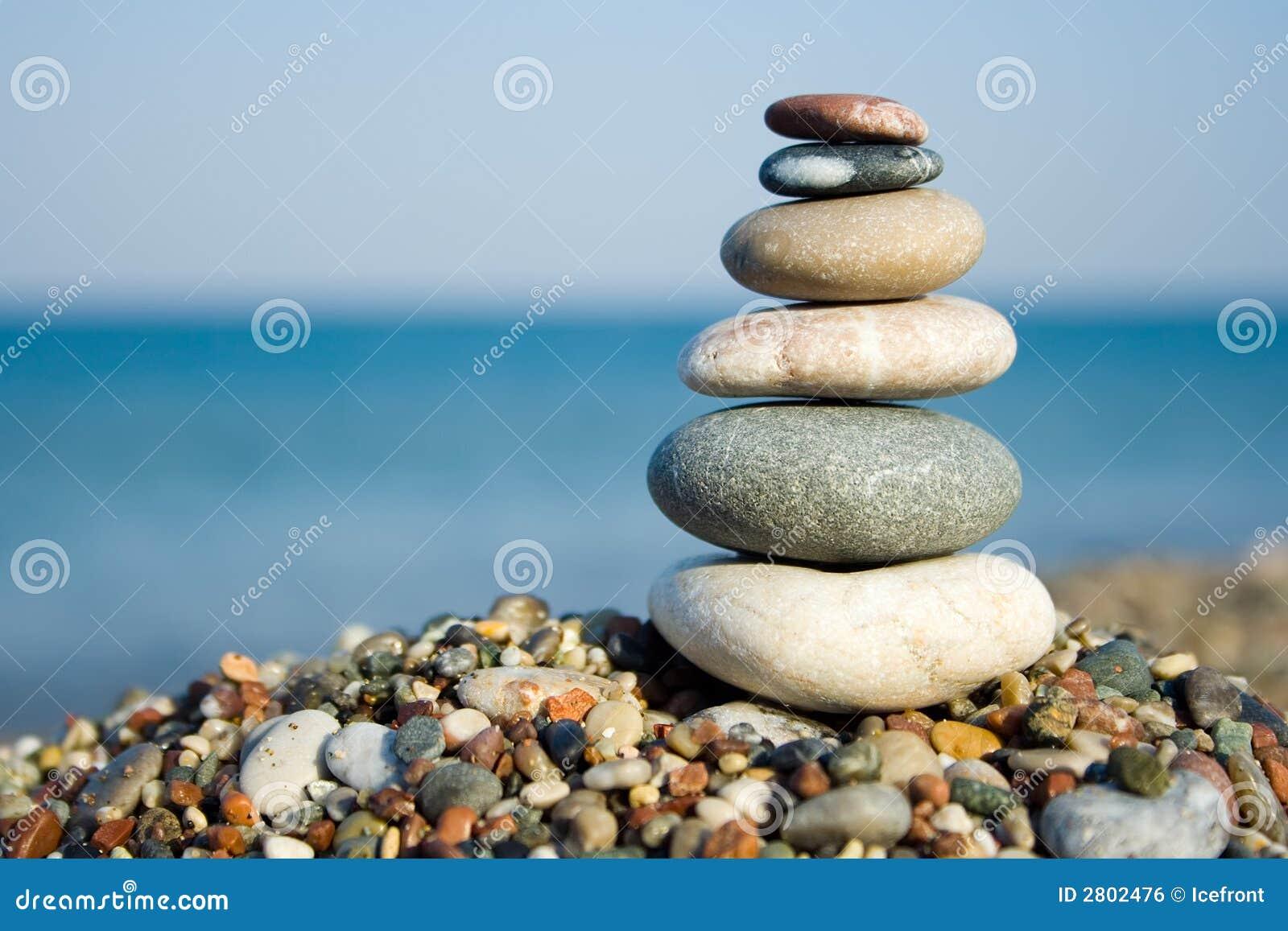 Poukładał kamienie