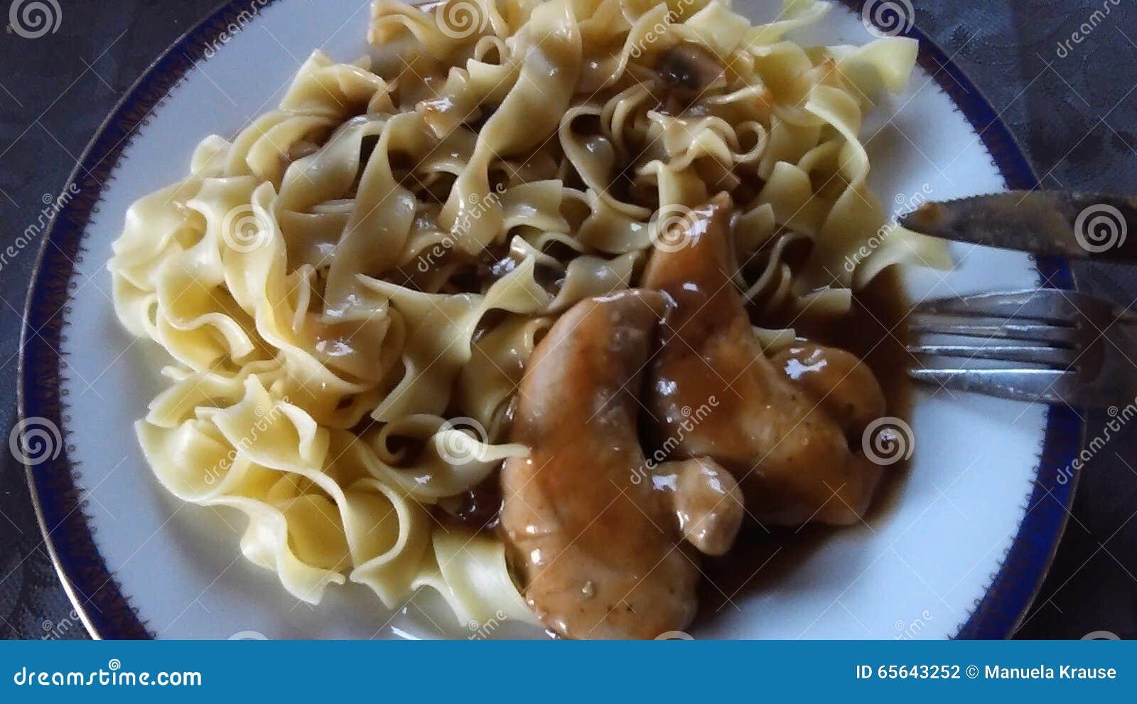 Poulet avec des nouilles