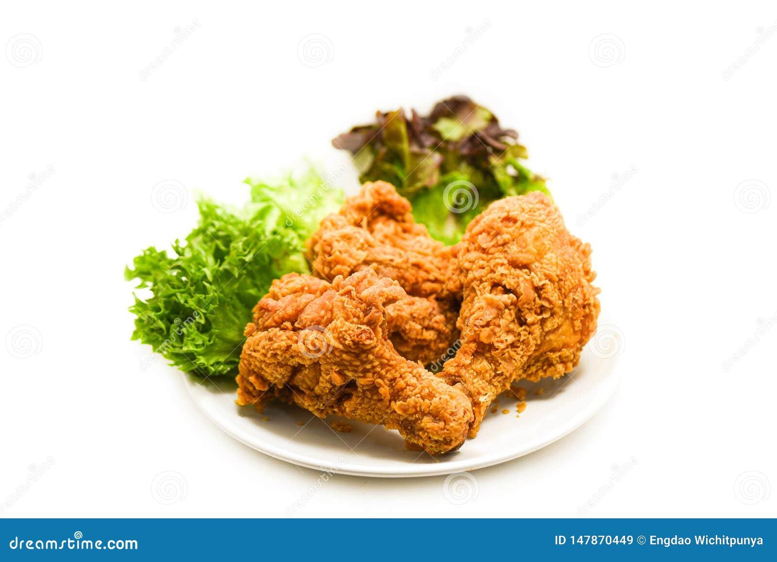 Poulet frit croustillant du plat avec de la laitue de salade sur le blanc