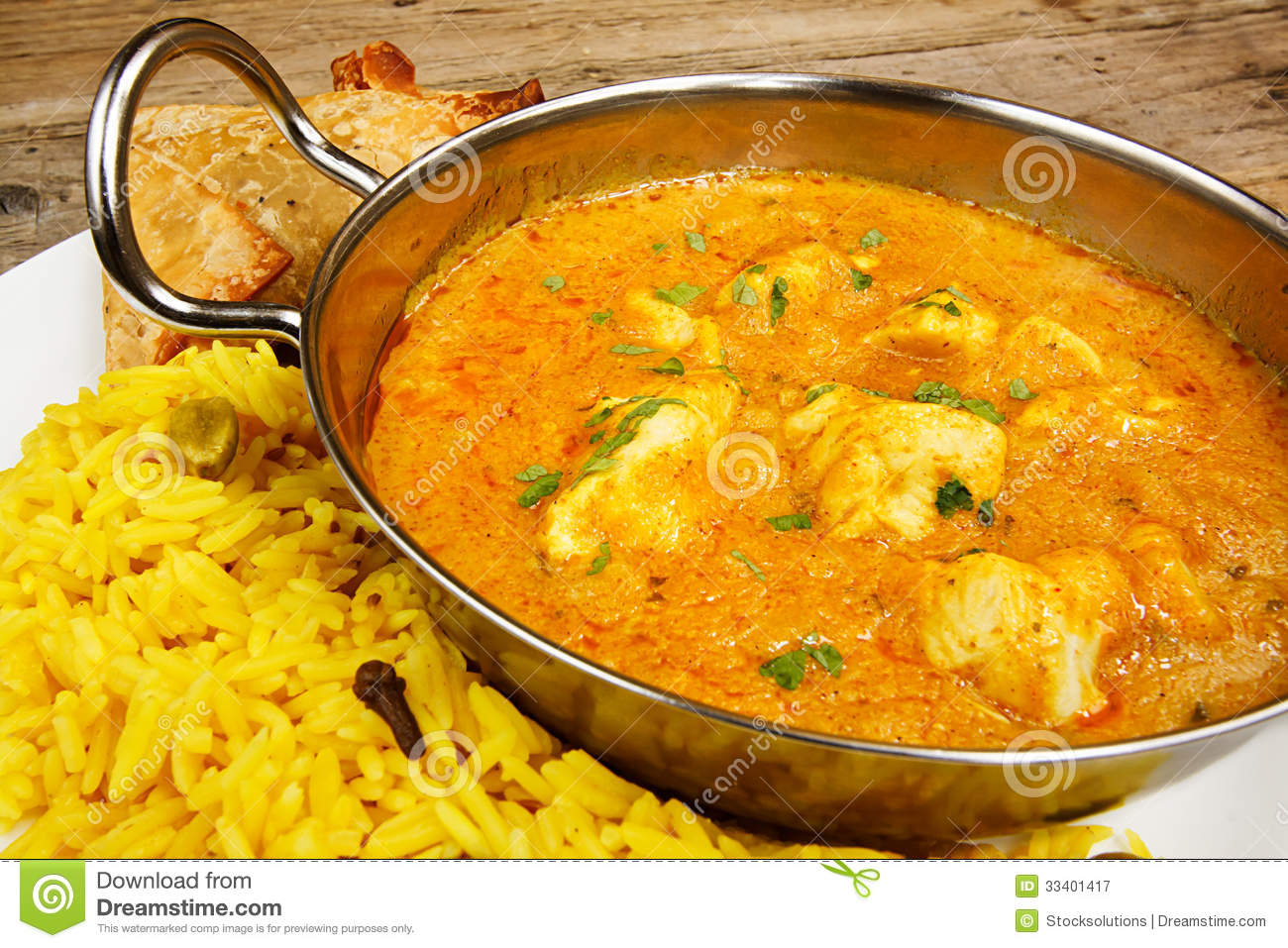 poulet korma dans le plat de balti avec du riz image stock. Black Bedroom Furniture Sets. Home Design Ideas