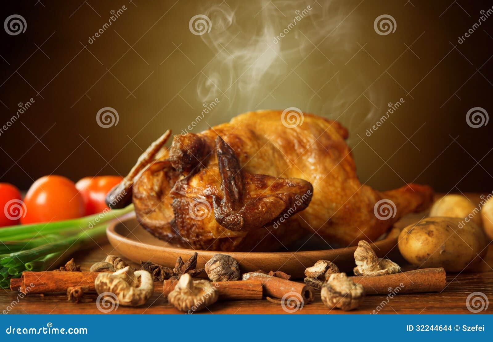 Poulet rôti par totalité avec des légumes