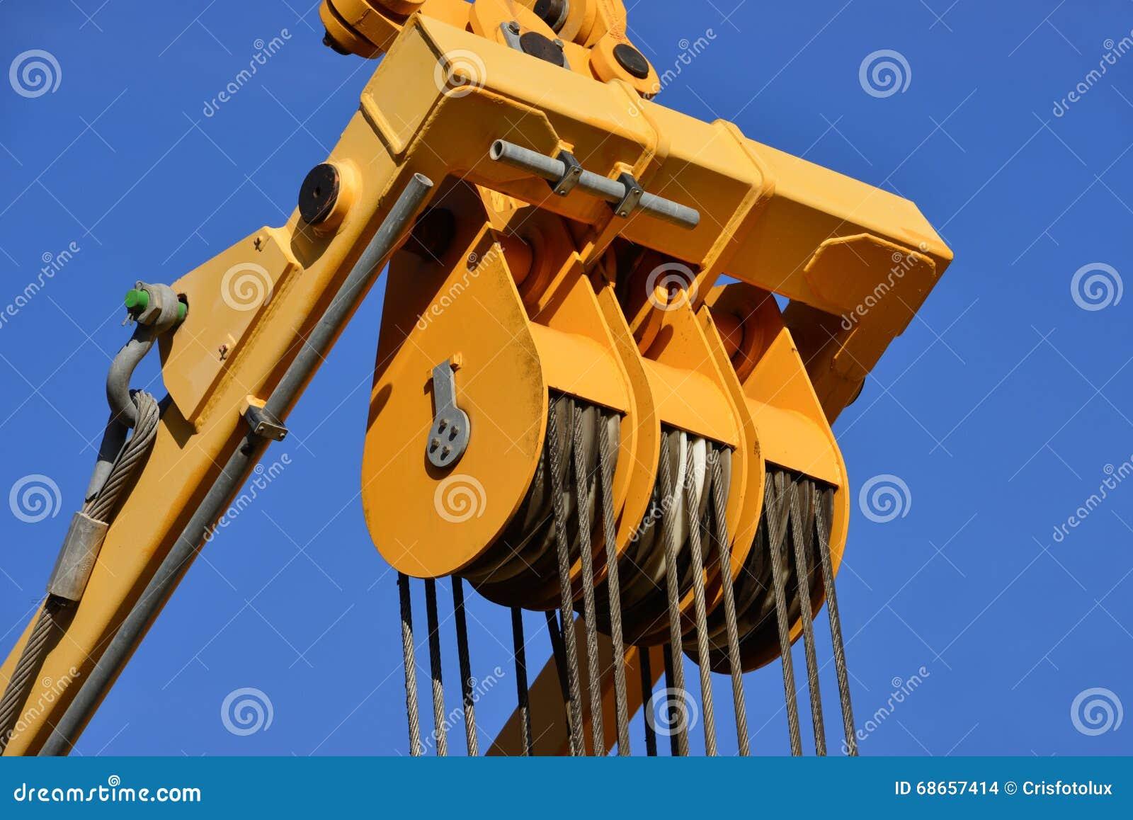Poulie en acier au travail dans le chantier de construction