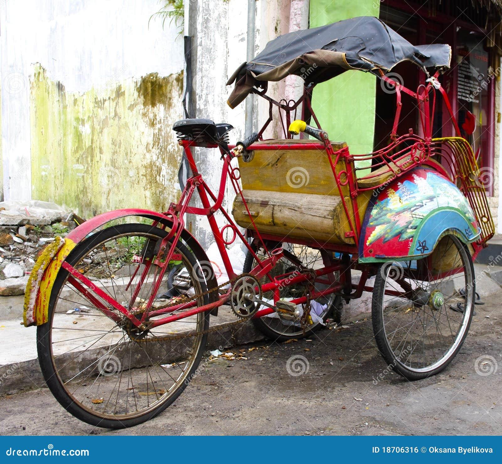 Pousse pousse de tricycle sur les rues de yogyakarta photo stock image du tricycle transport - Sur quoi pousse les ananas ...