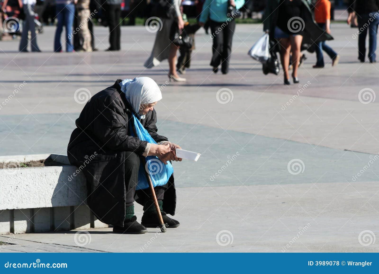 Povertà e solitudine.