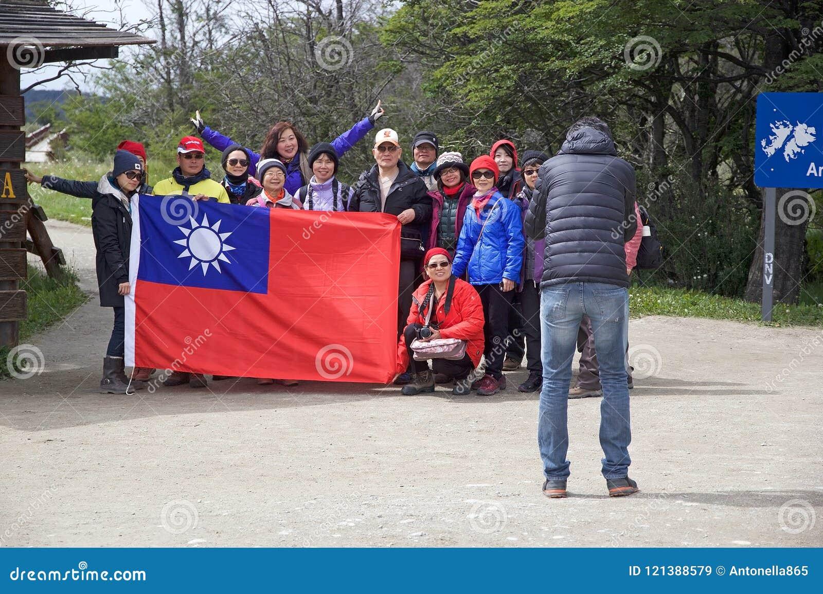 Povos da República da China na baía de Lapataia ao longo da fuga litoral em Tierra del Fuego National Park, Argentina