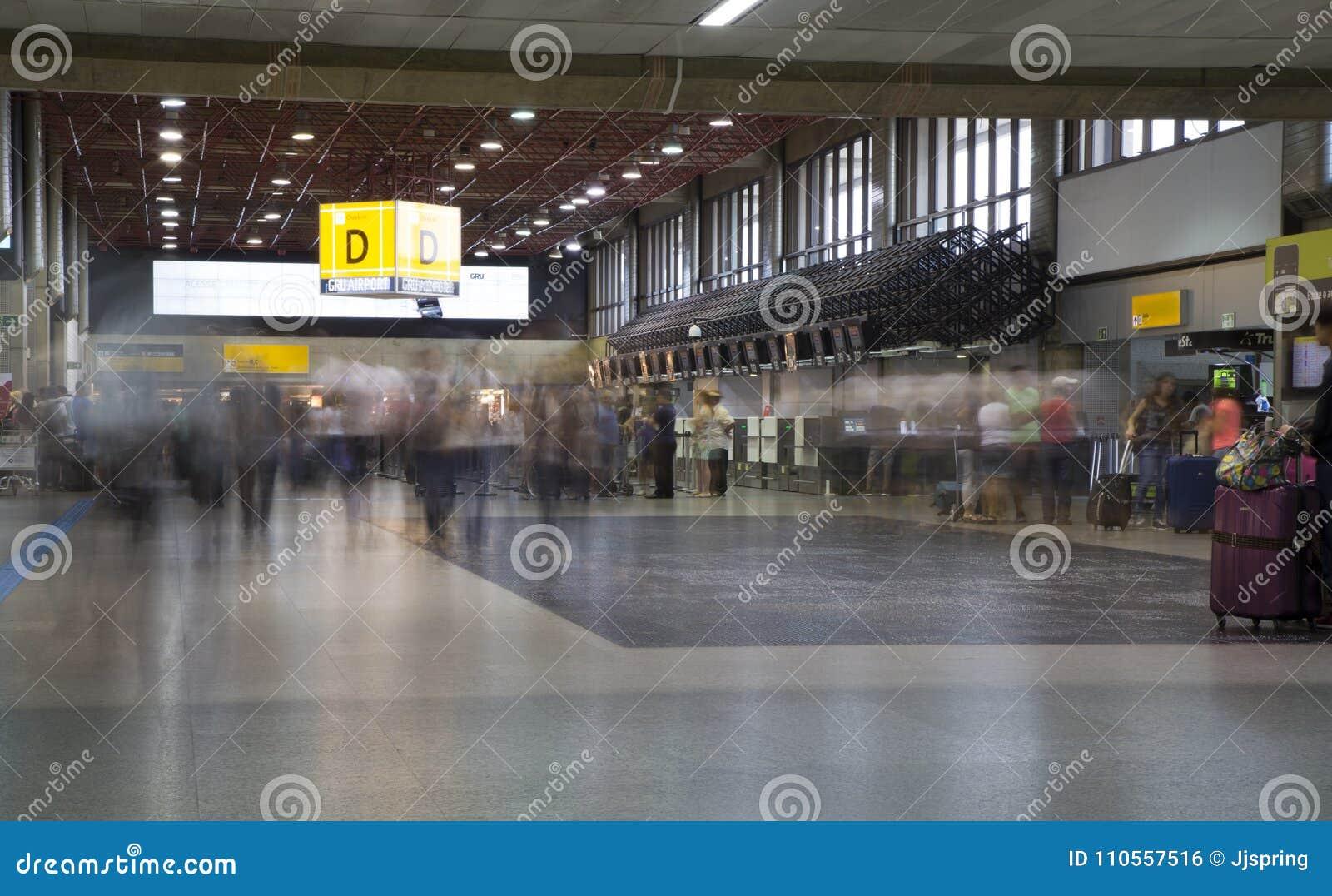 Aeroporto Gru : Aeroporto interno di gru del salotto di partenza a sao paulo