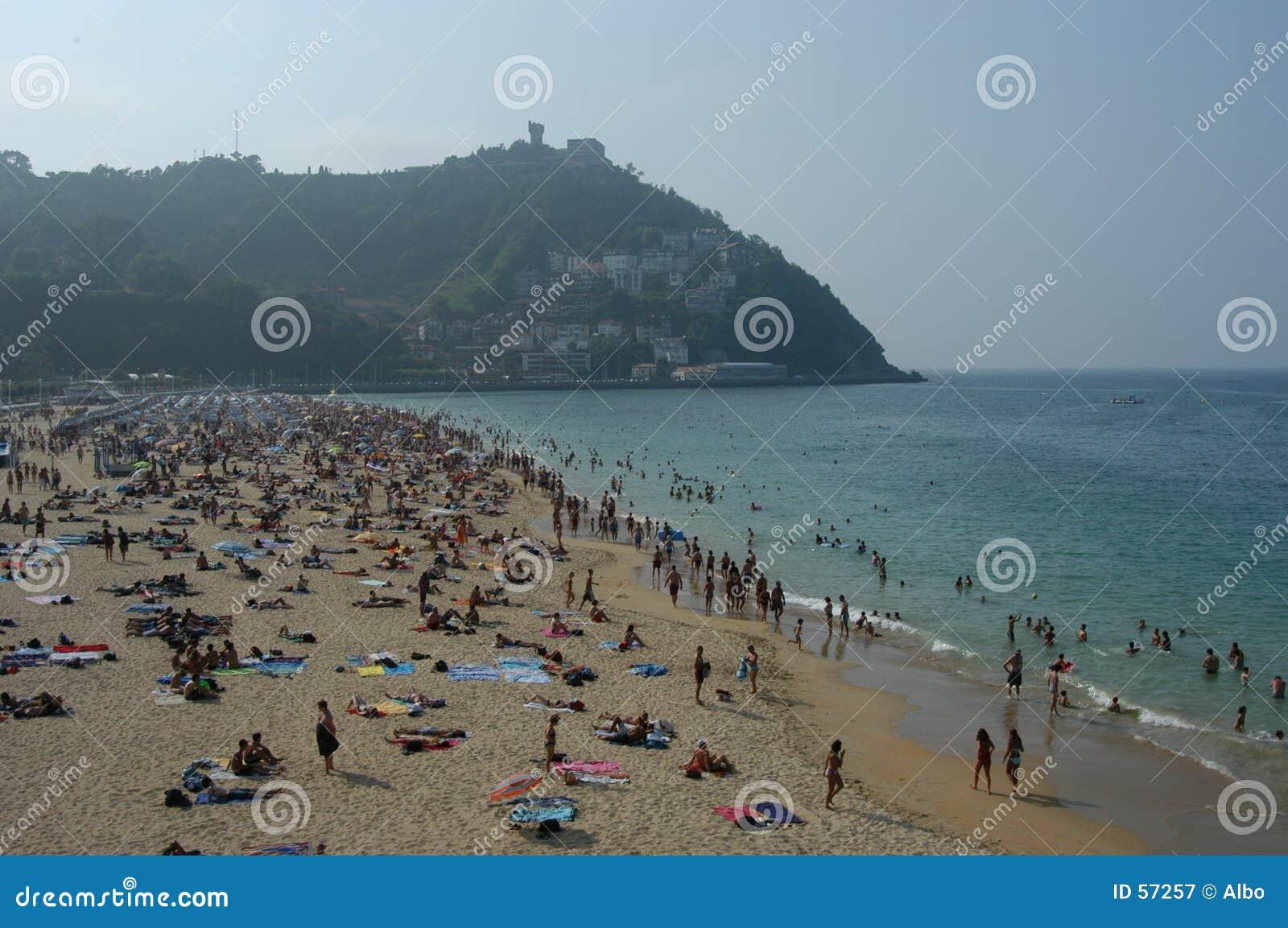 Povos na praia