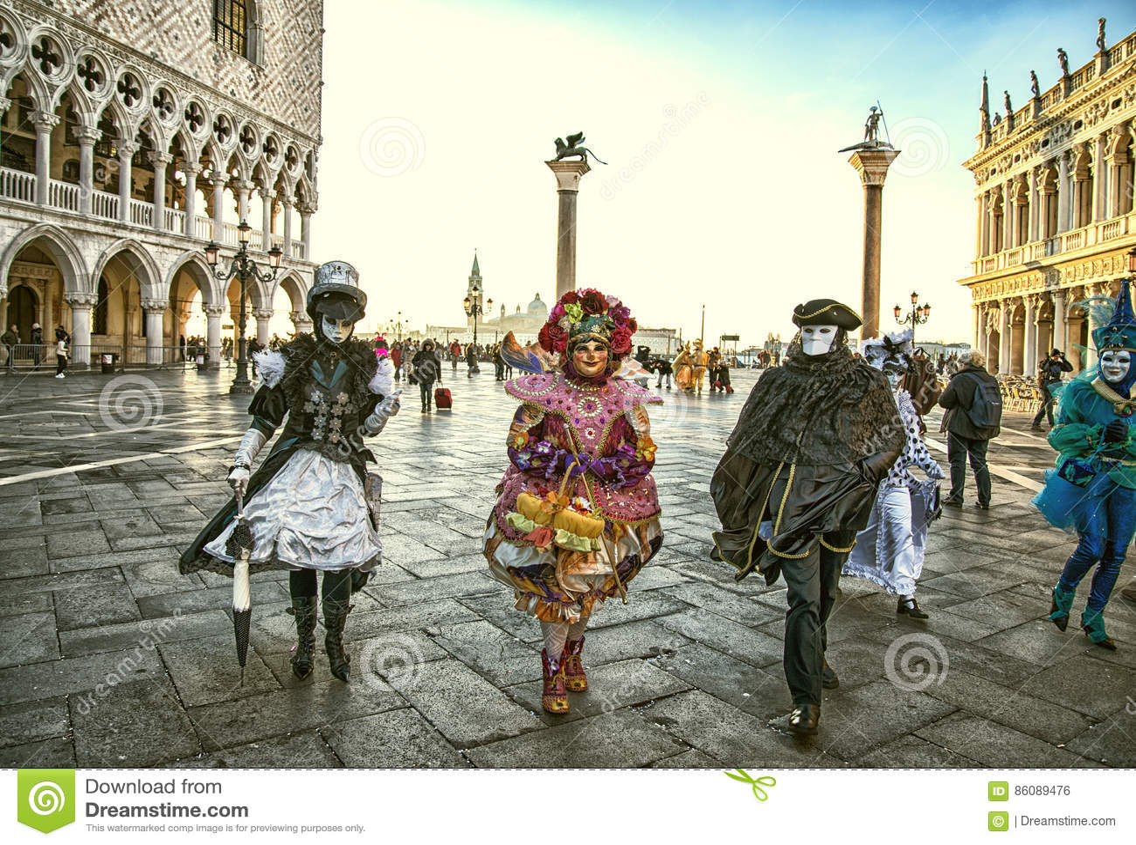 Povos nas máscaras e trajes em carnival-06 Venetian 02 Veneza 2016
