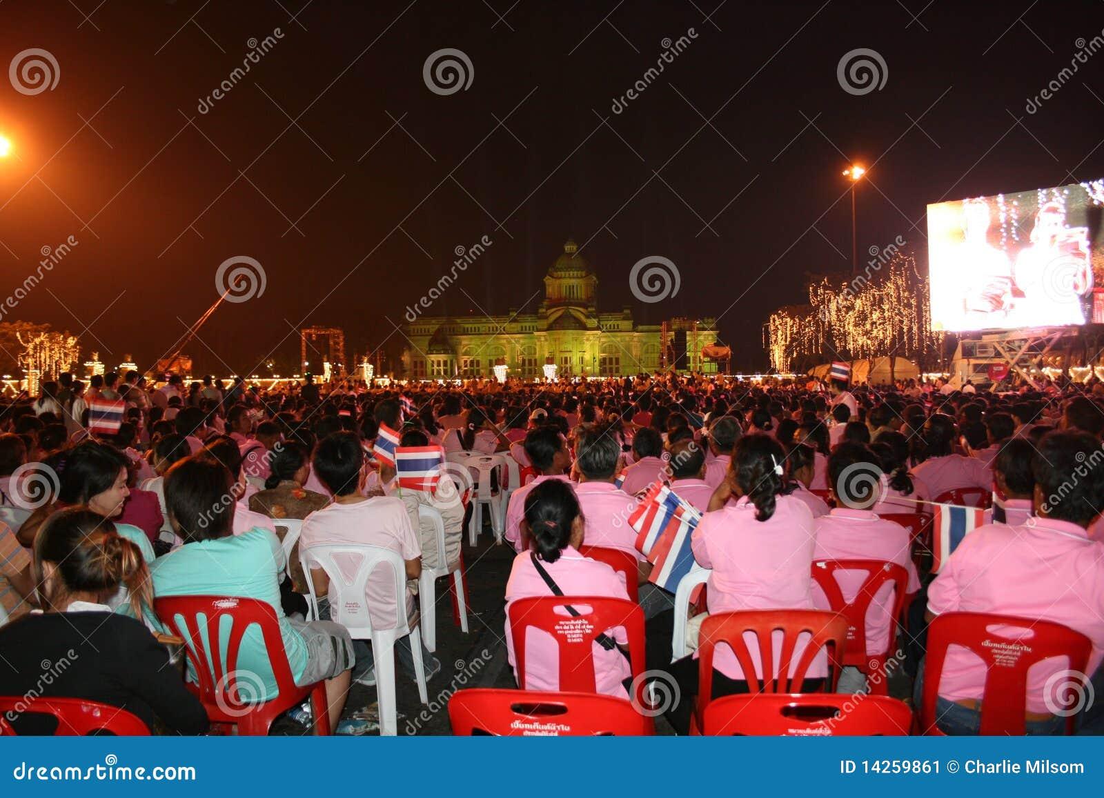 Povos tailandeses no aniversário dos reis, Tailândia.