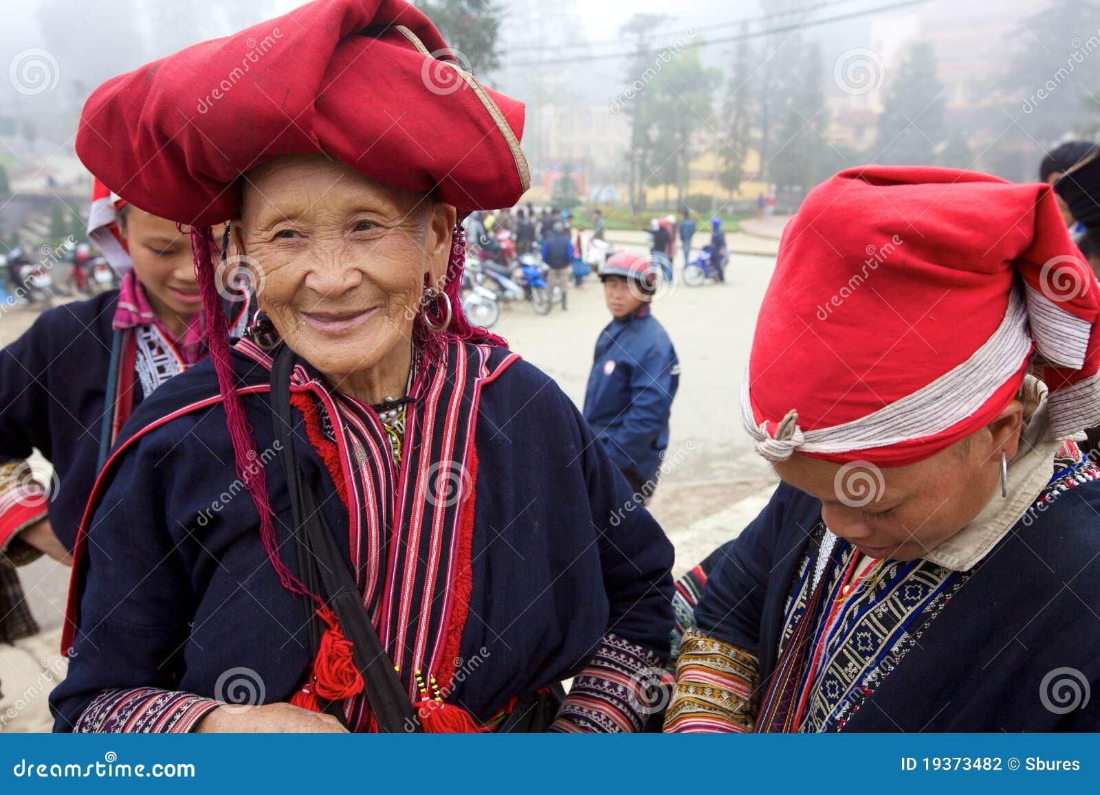 Povos vermelhos da minoria de Dao Ehtnic de Vietnam