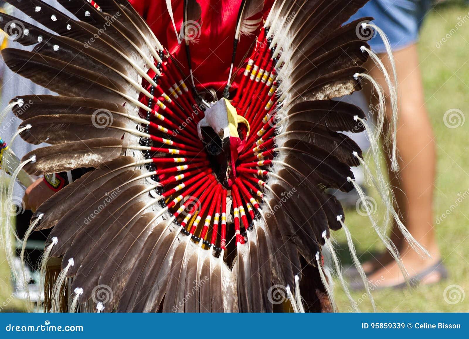 Pow wow στις 27ες ετήσιες ηχώ Kahnawake ενός υπερήφανου έθνους