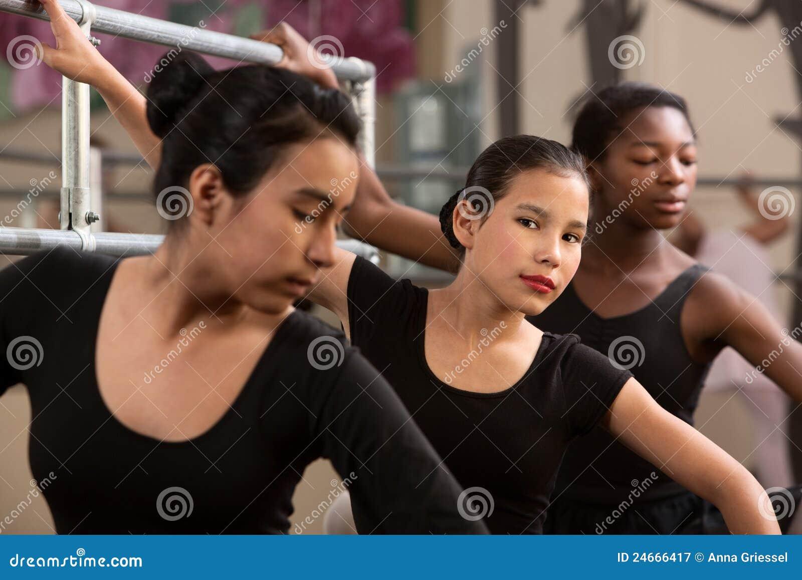Poważni balerin potomstwa