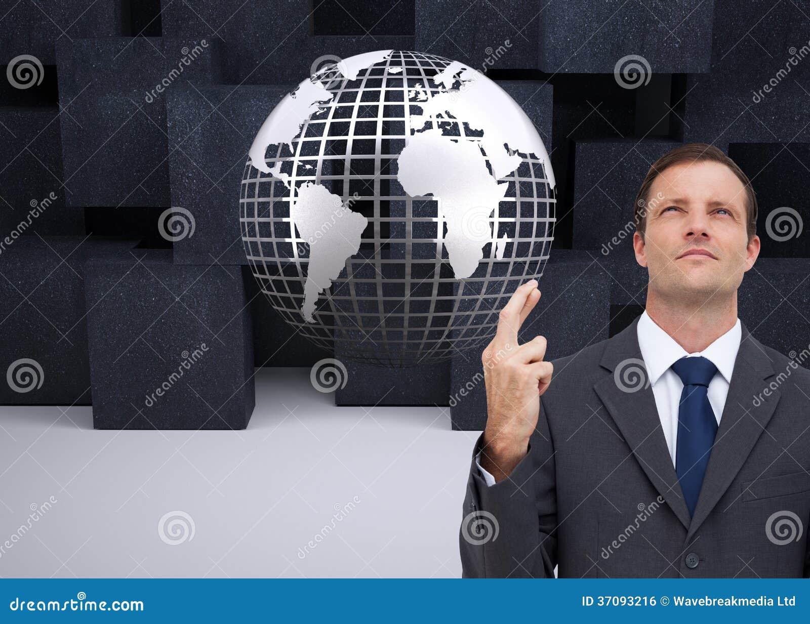 Download Poważny Biznesmen Z Palcami Krzyżującymi Jest Przyglądający Up Zdjęcie Stock - Obraz złożonej z sześcian, globe: 37093216