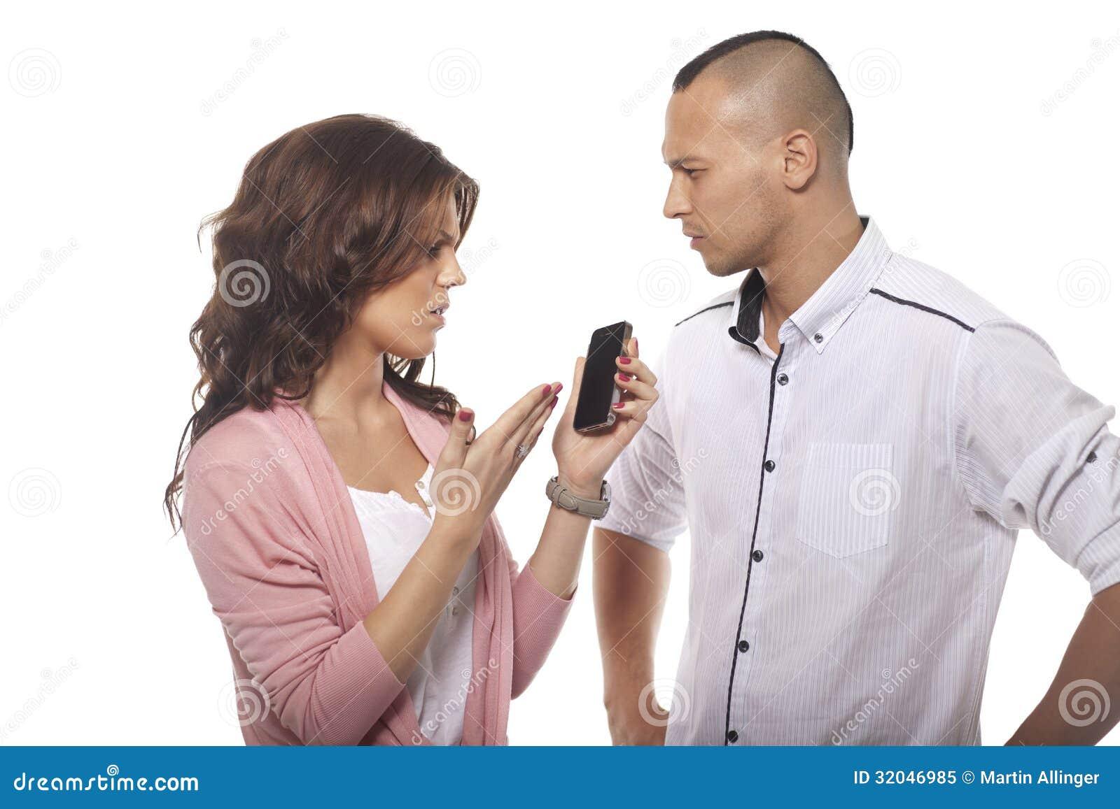 Poważny mężczyzna Patrzeje kobiety Wskazuje Przy telefonem
