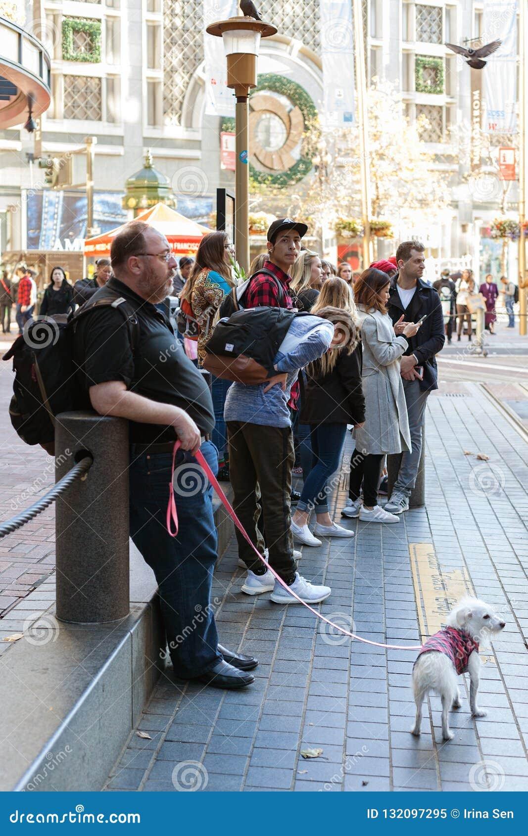 Powell ulica, San Francisco, Zlani stany - turyści czekać na wagon kolei linowej Tramwajowy Hyde,