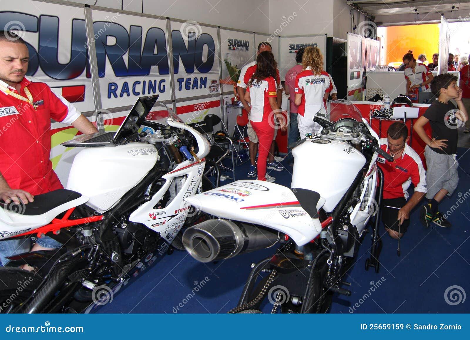 Power team by Suriano Triumph Daytona