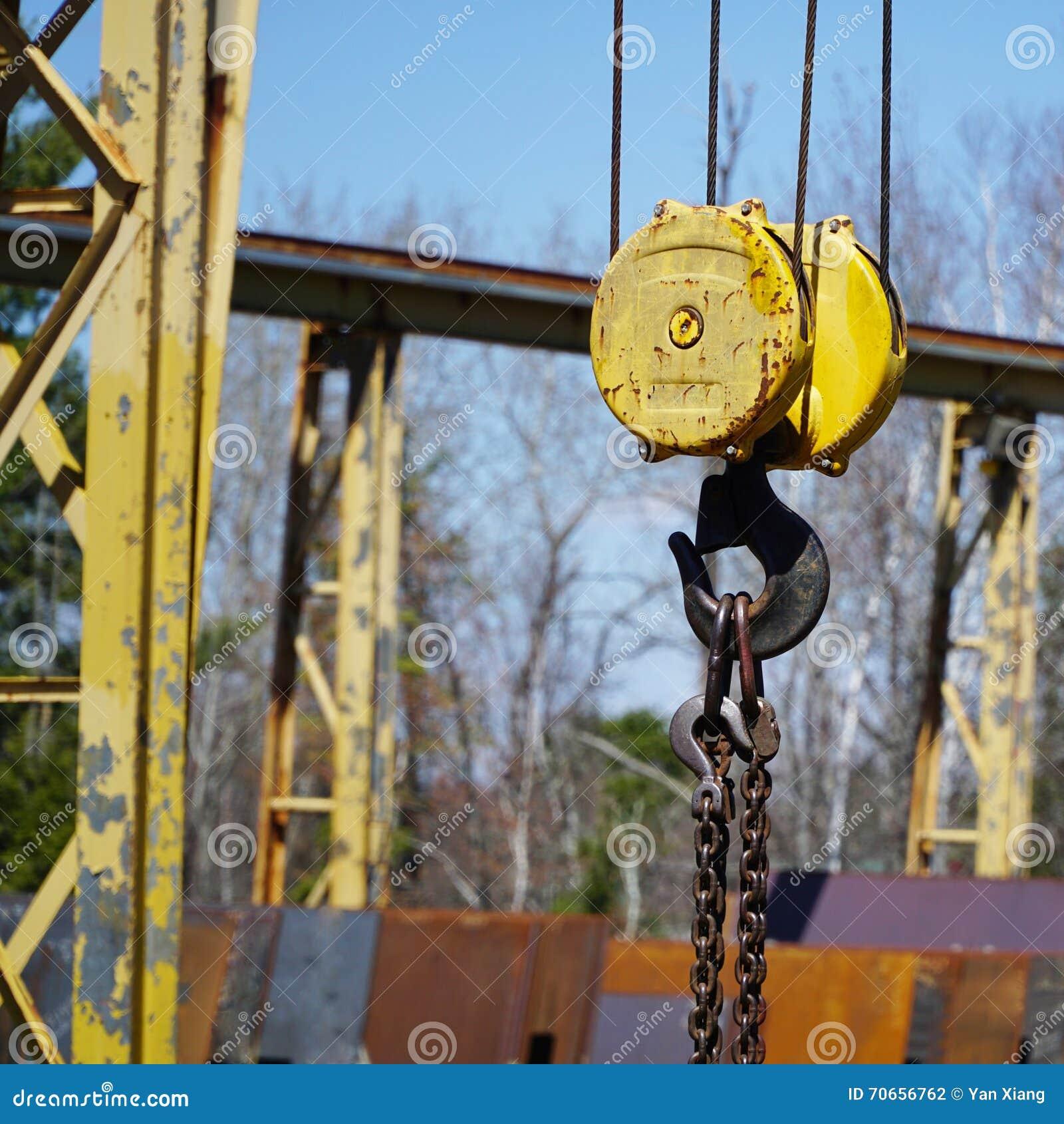 Hook up lifting equipment