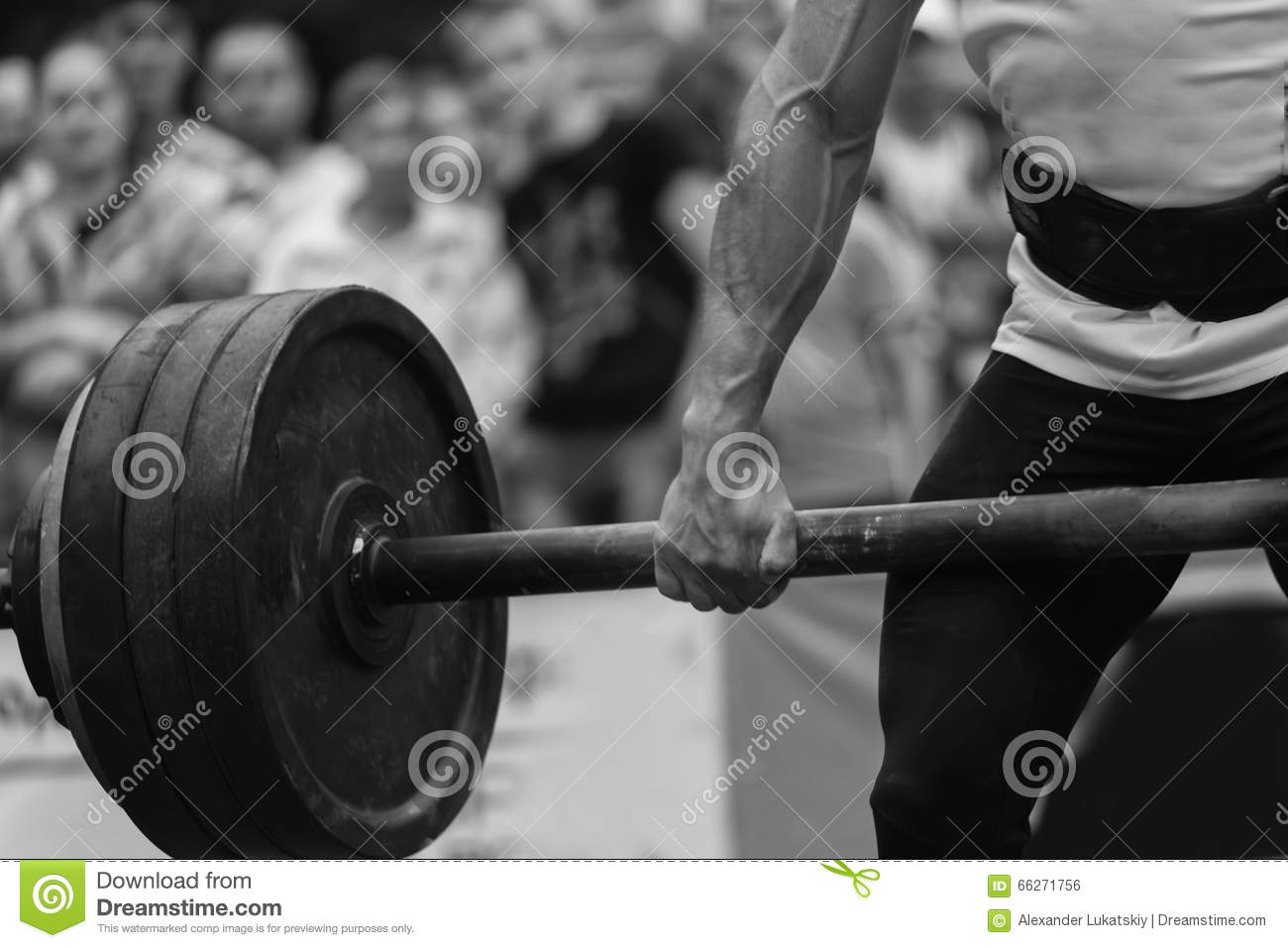Powerlifting competitions in the street