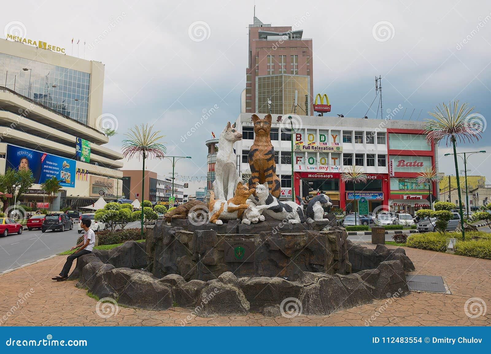 Powierzchowność koty pomnikowi w w centrum Kuching, Malezja
