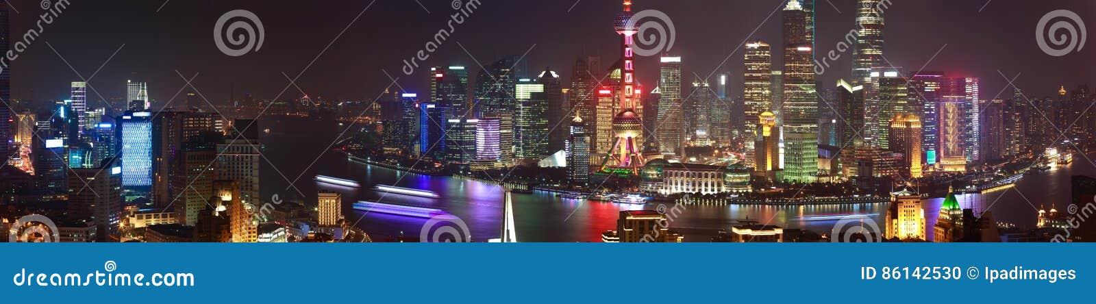 Powietrzna fotografia przy Szanghaj bund linią horyzontu panoramy nocy sc
