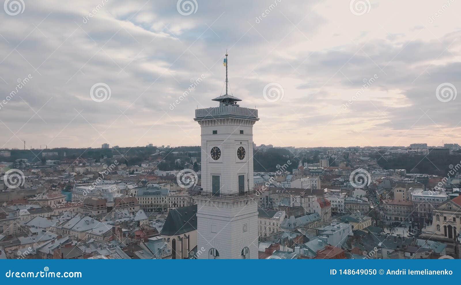 Powietrzna panorama antyczny europejski miasto Lviv, Ukraina Urz?d Miasta, Ratush