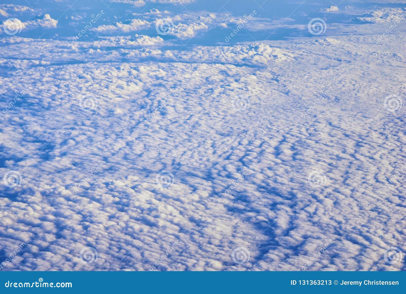 Powietrzny Cloudscape widok nad Midwest stanami na locie nad Kolorado, Kansas, Missouri, Illinois, Indiana, Ohio i Zachodnia Virg