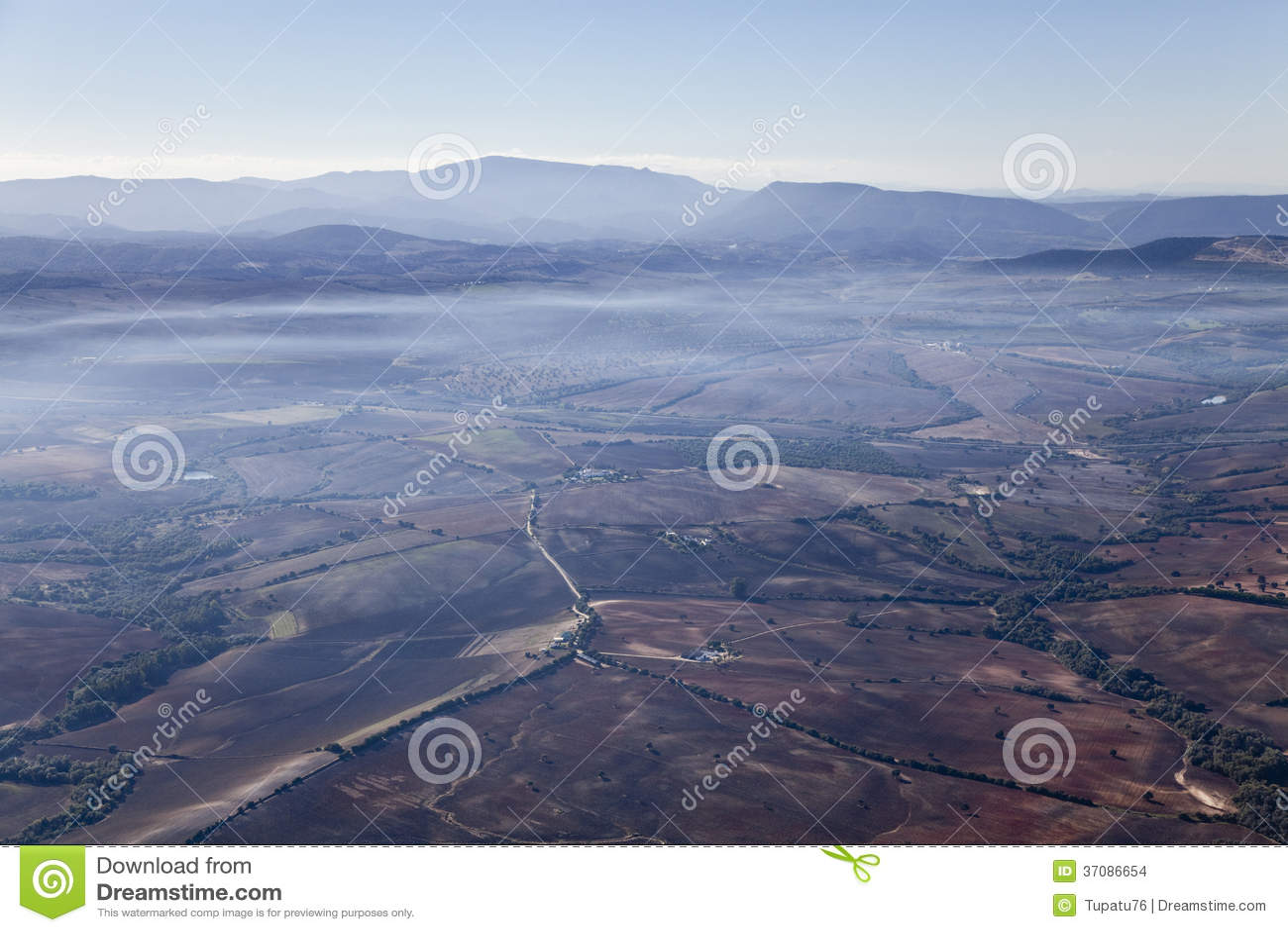 Download Powietrzny Mgłowy Krajobraz Blisko Ronda. Zdjęcie Stock - Obraz złożonej z europejczycy, hiszpania: 37086654