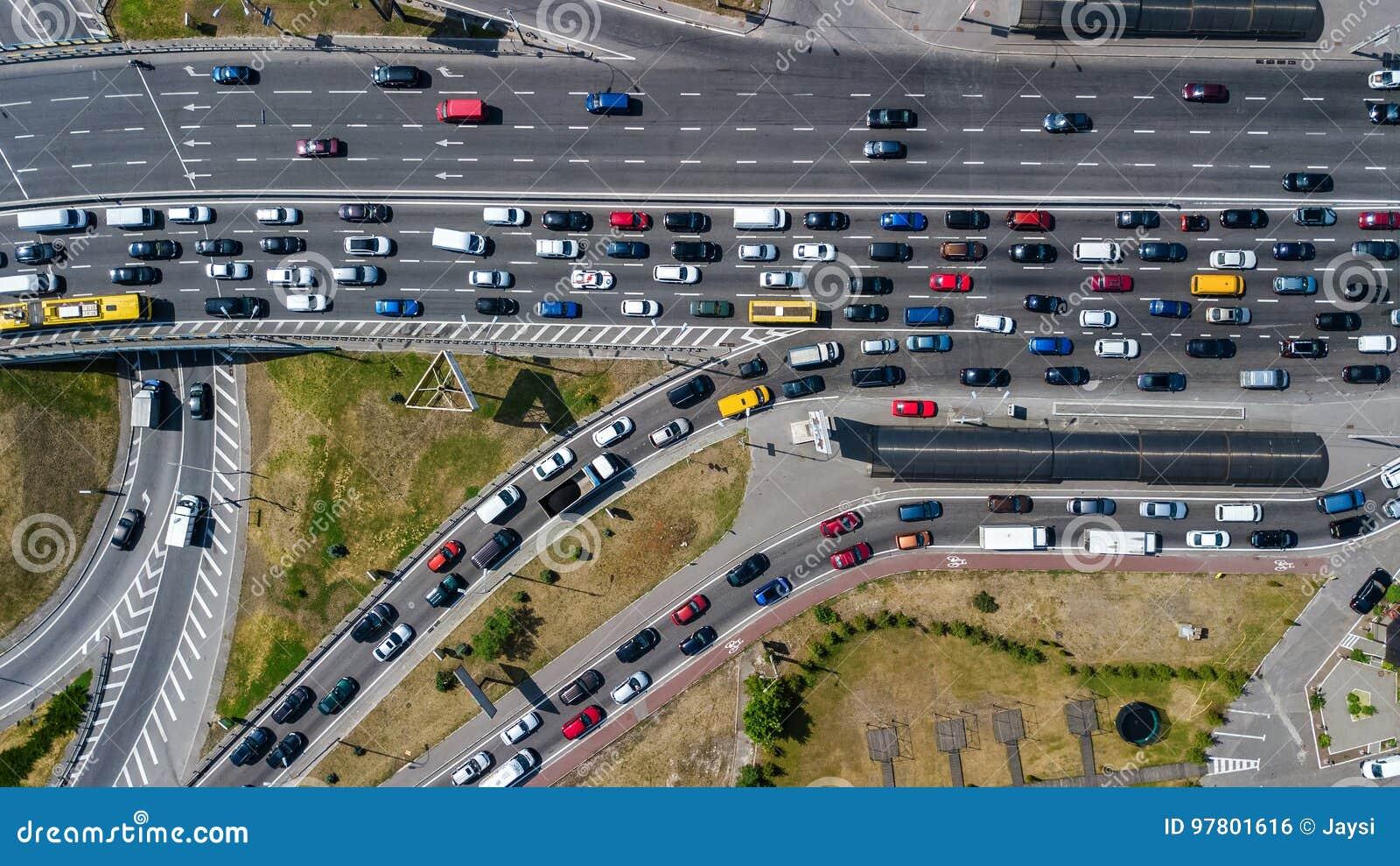 Powietrzny odgórny widok drogowy złącze od above, samochodu ruch drogowy i dżem samochody, transportu pojęcie