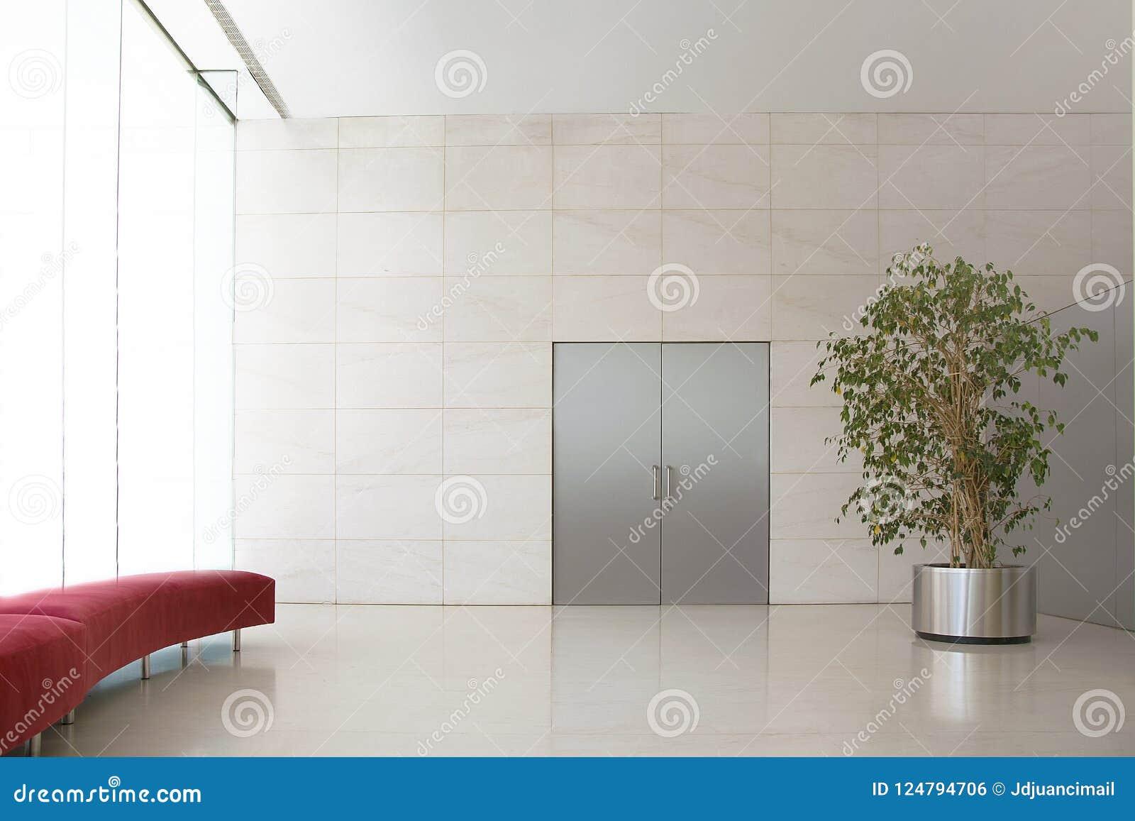 Powiewna recepcyjna sala w konwencja hotelu Żadny ludzie i no opróżniają kopii przestrzeni