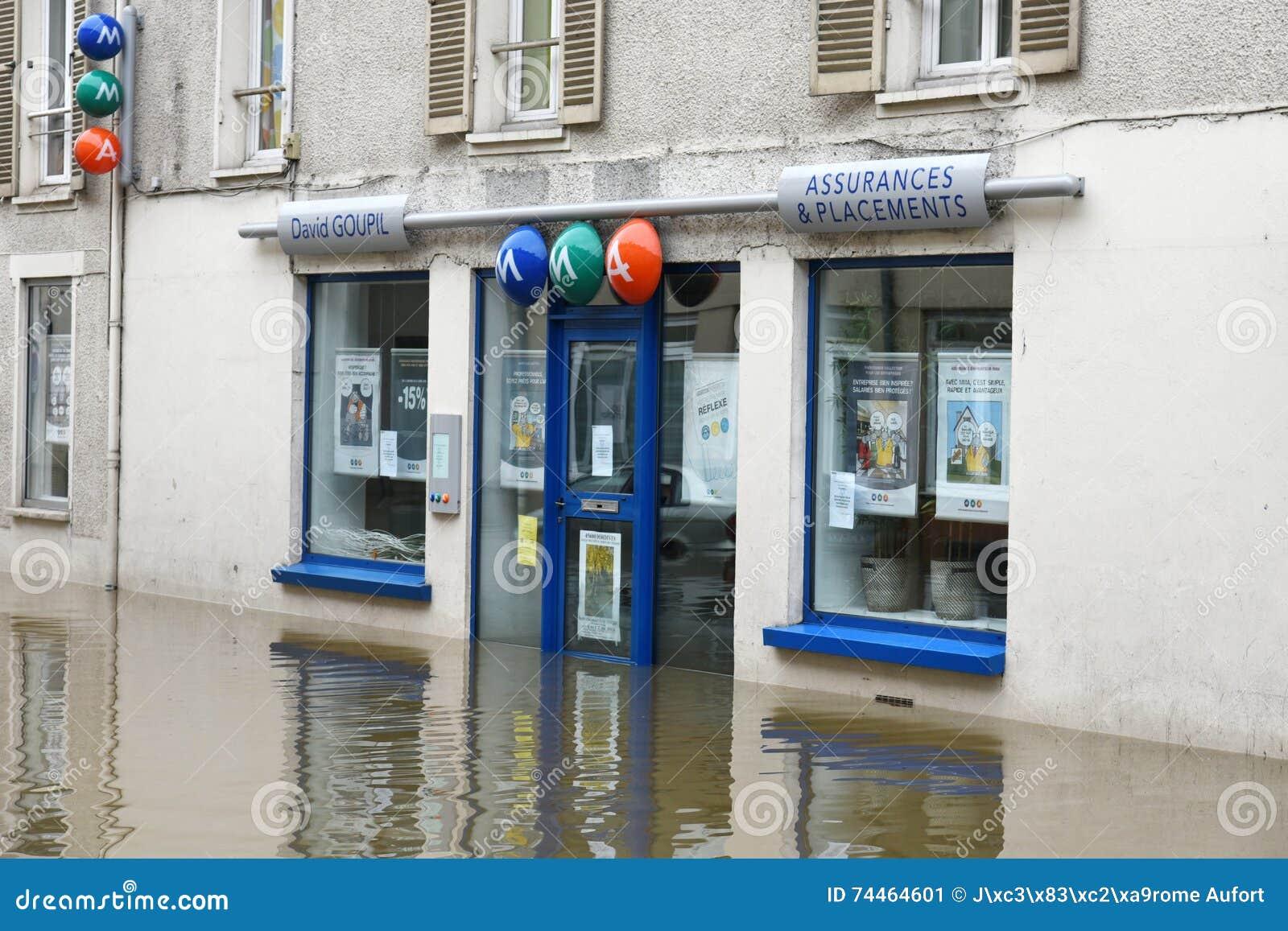 Powodzie na miasteczku nemours