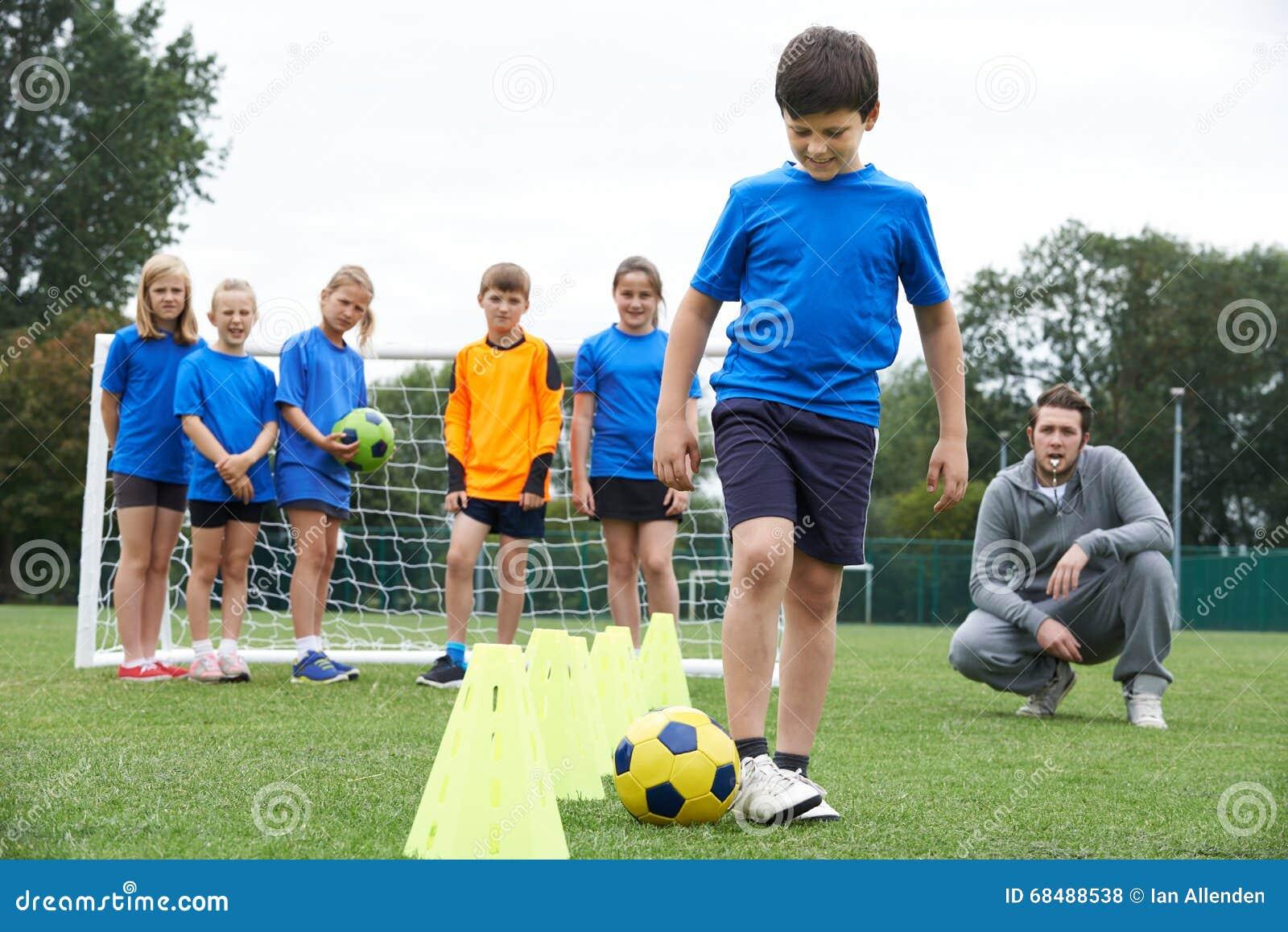 Powozowa Wiodąca Plenerowa piłki nożnej sesja szkoleniowa